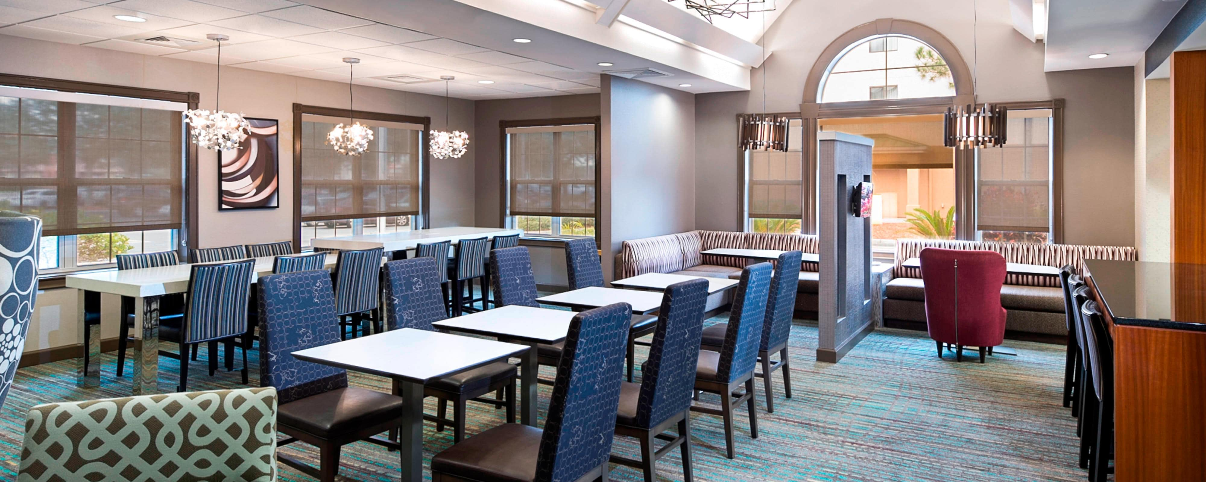 Residence Inn Lakeland dining area