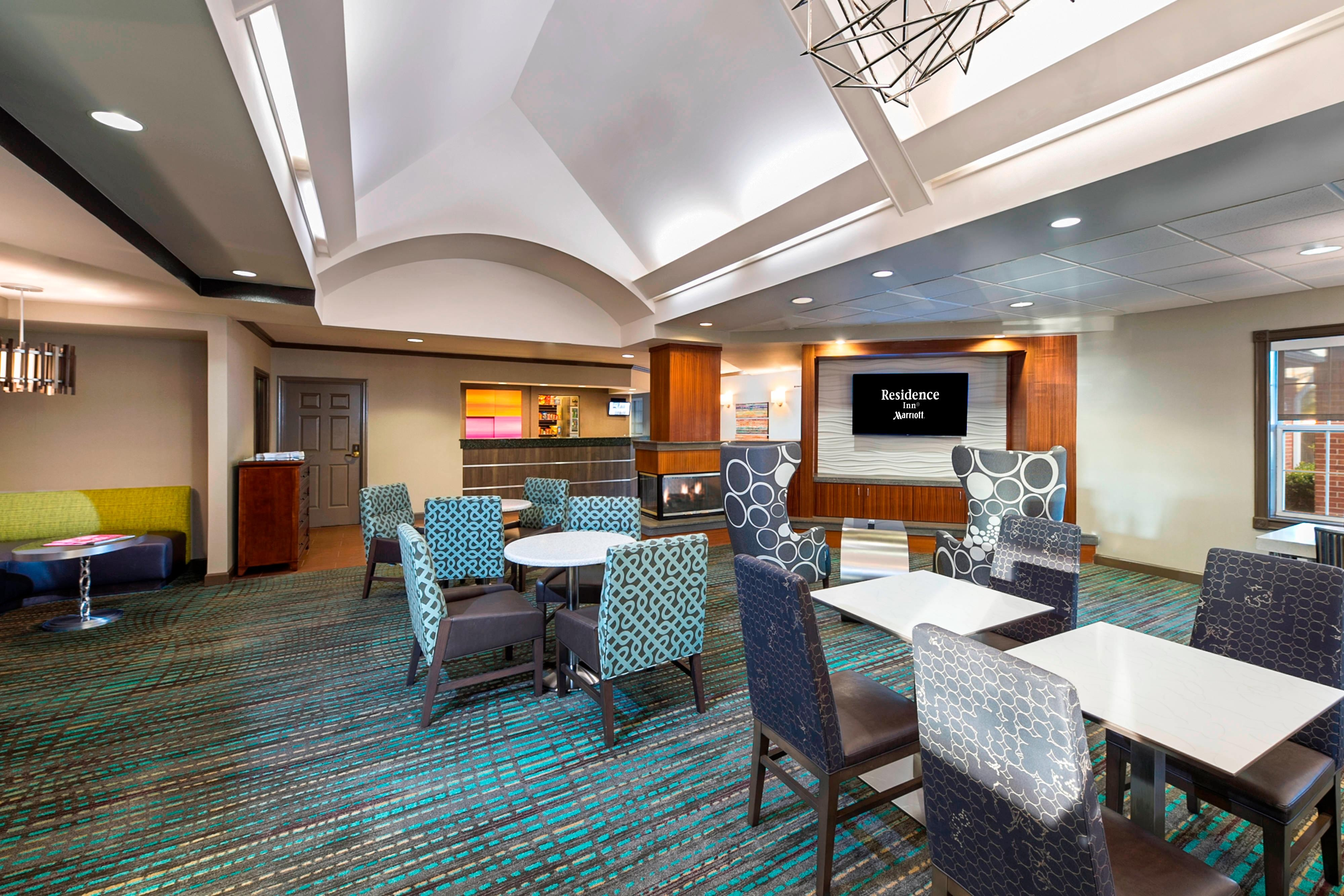 Residence Inn Lakeland conversation area