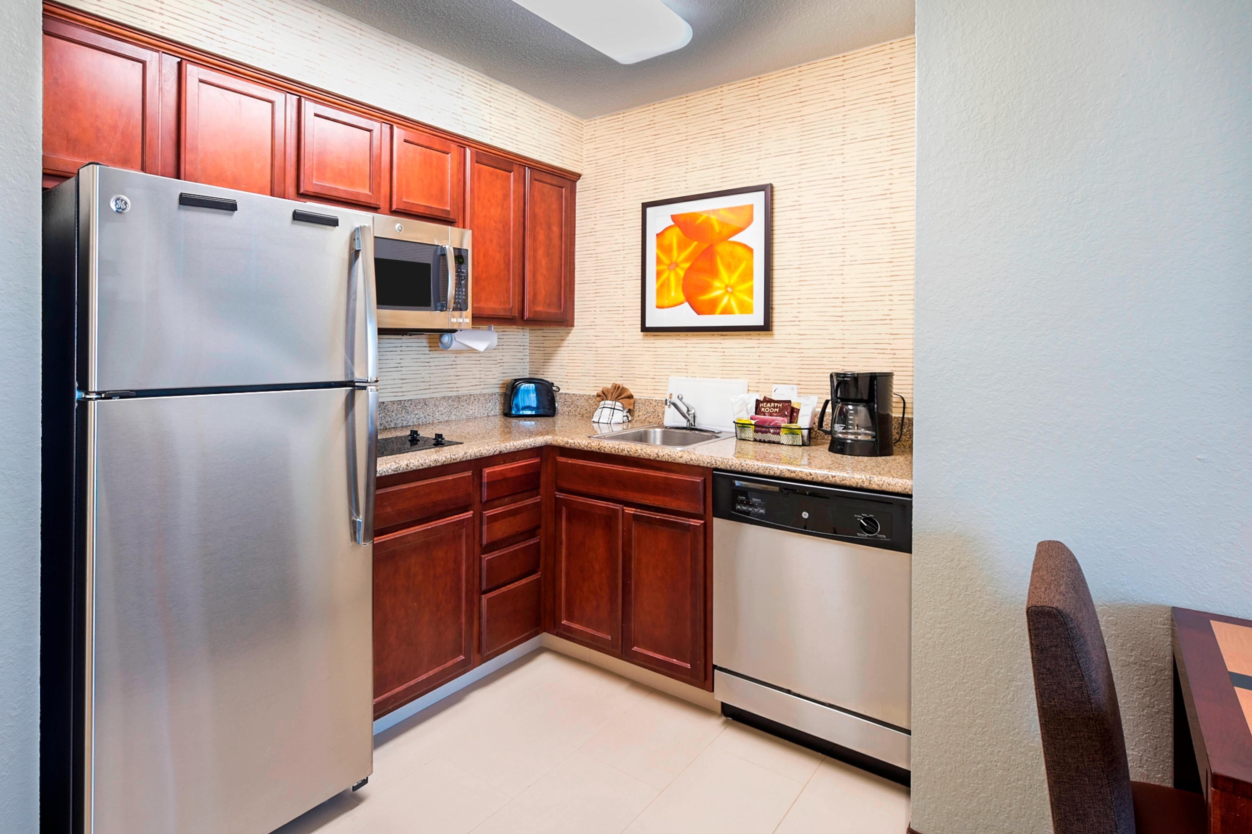 Residence Inn Lakeland kitchen