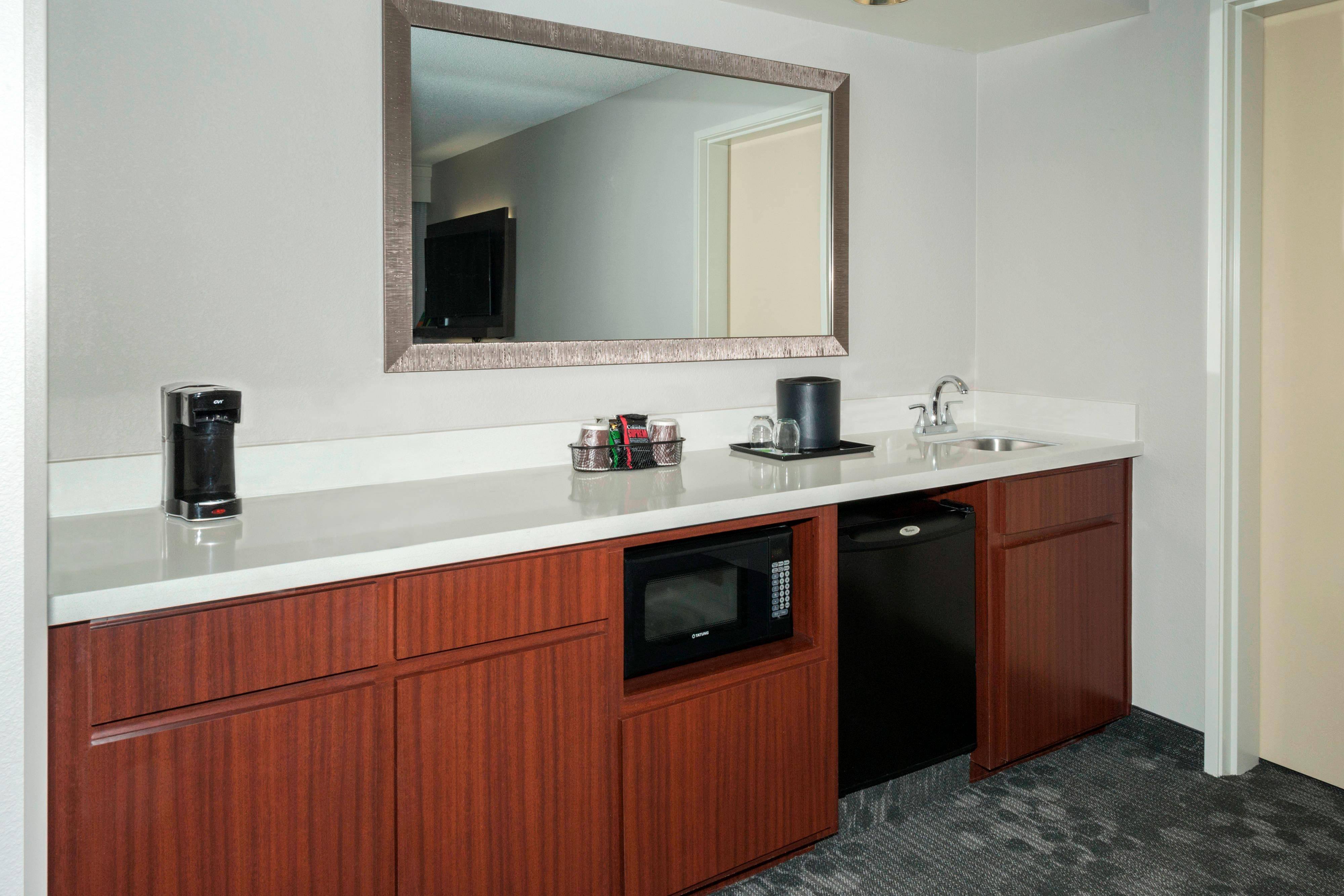 Lakeland Suite Wet Bar Amenities