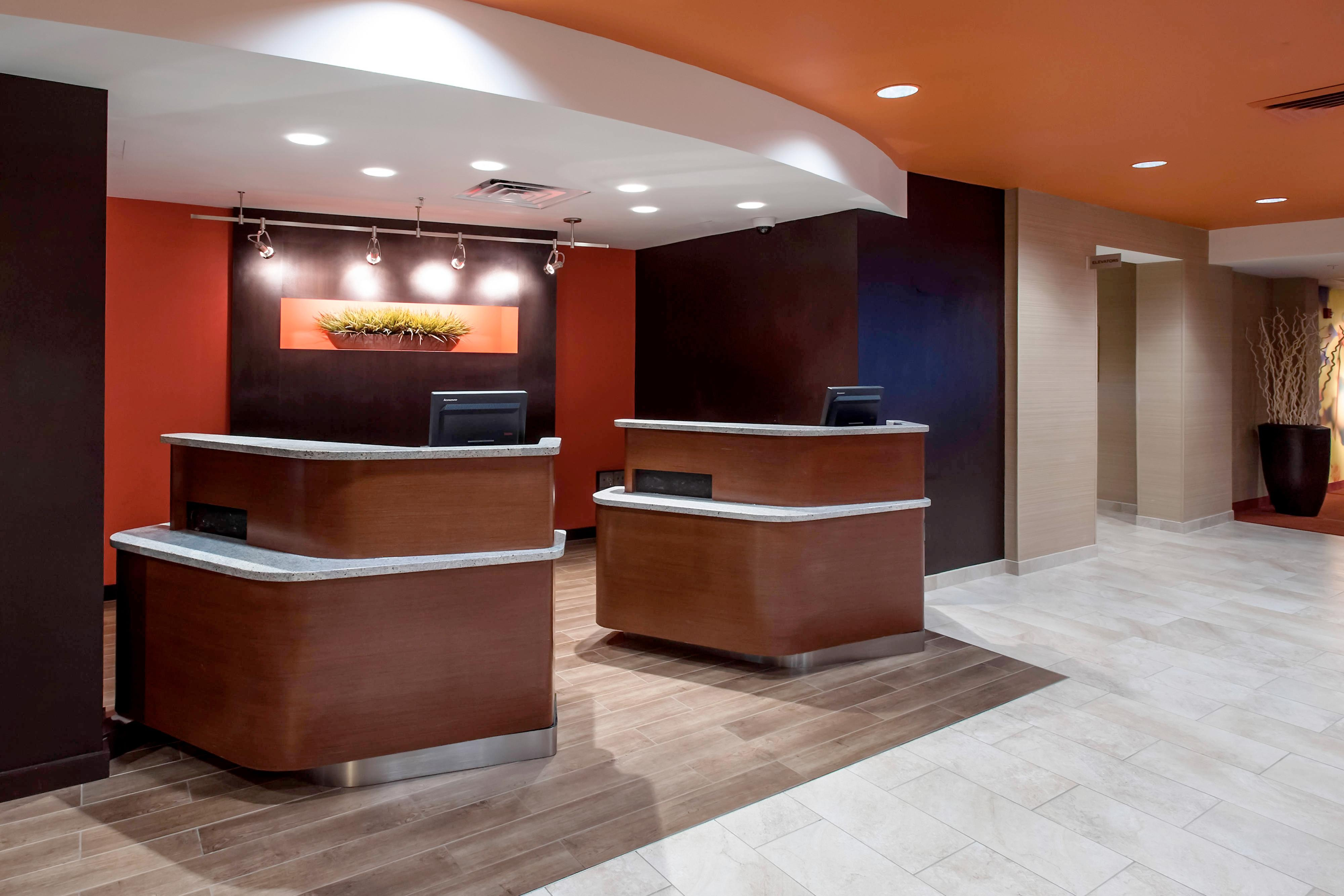Front Desk - Lakeland FL hotels