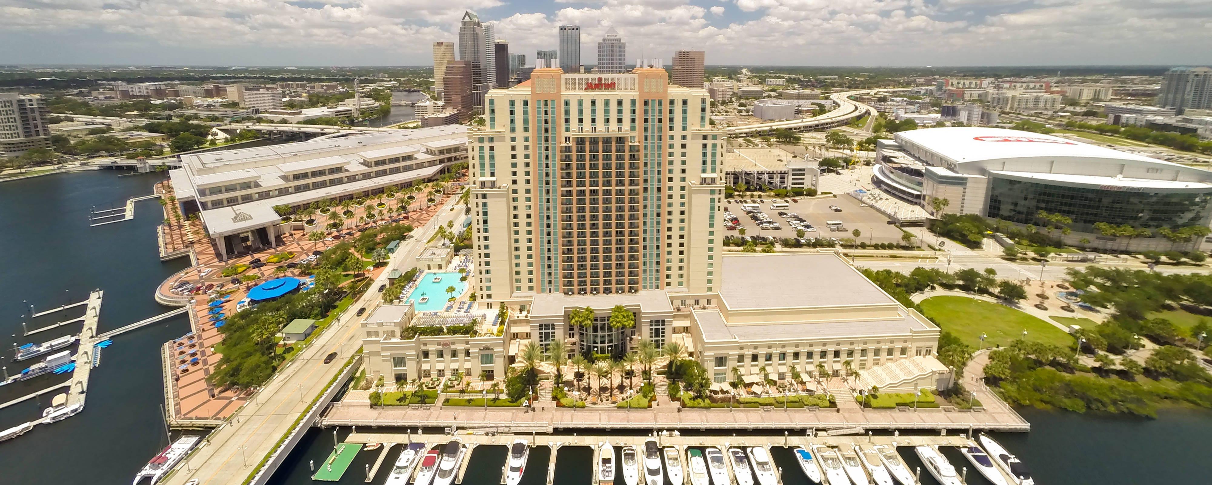 Exterior do hotel no centro de Tampa