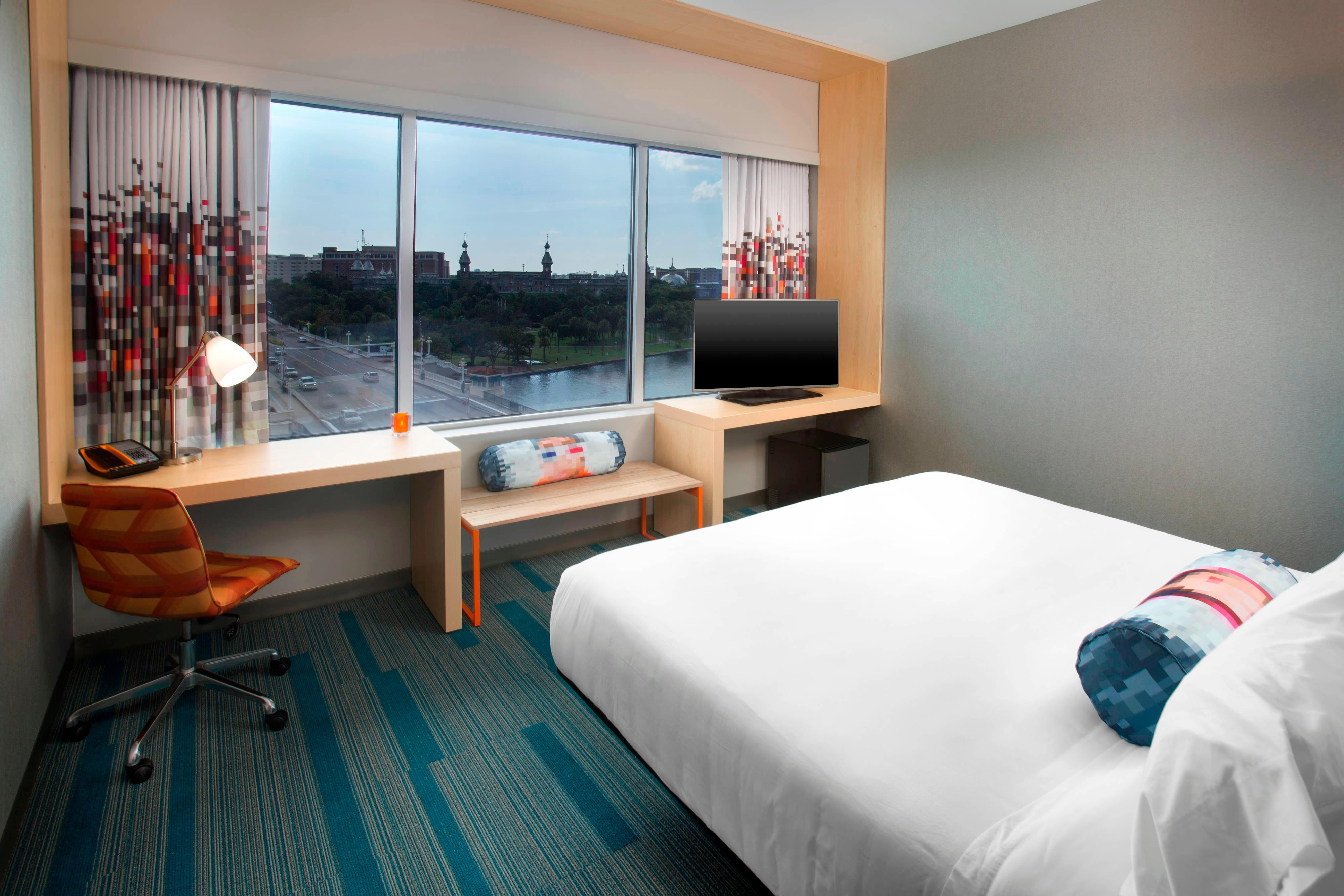 Aloft River King Guest Room