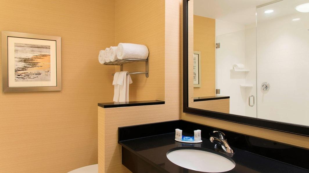 King Studio Suite Guest Bathroom