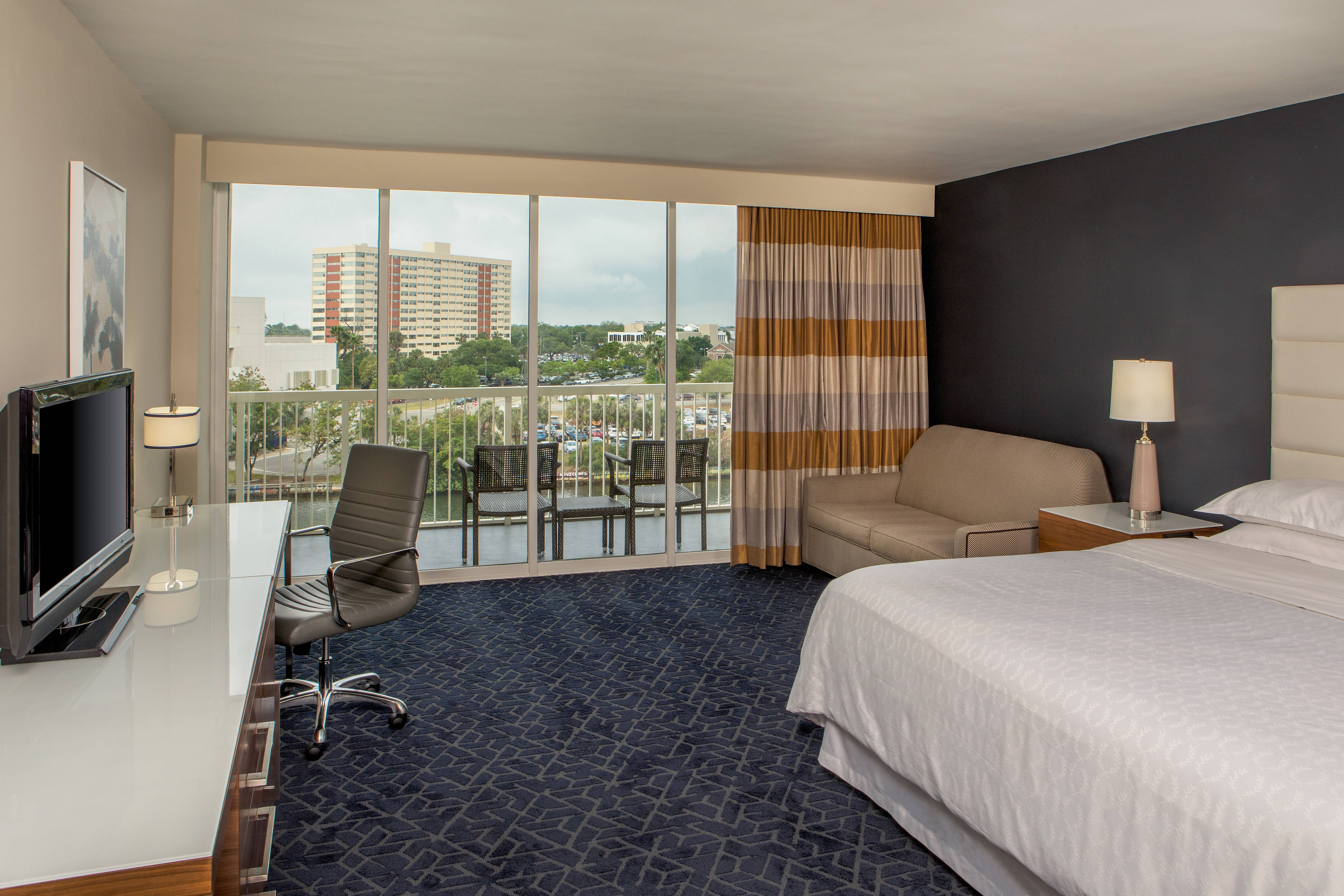 King Guest Room River View