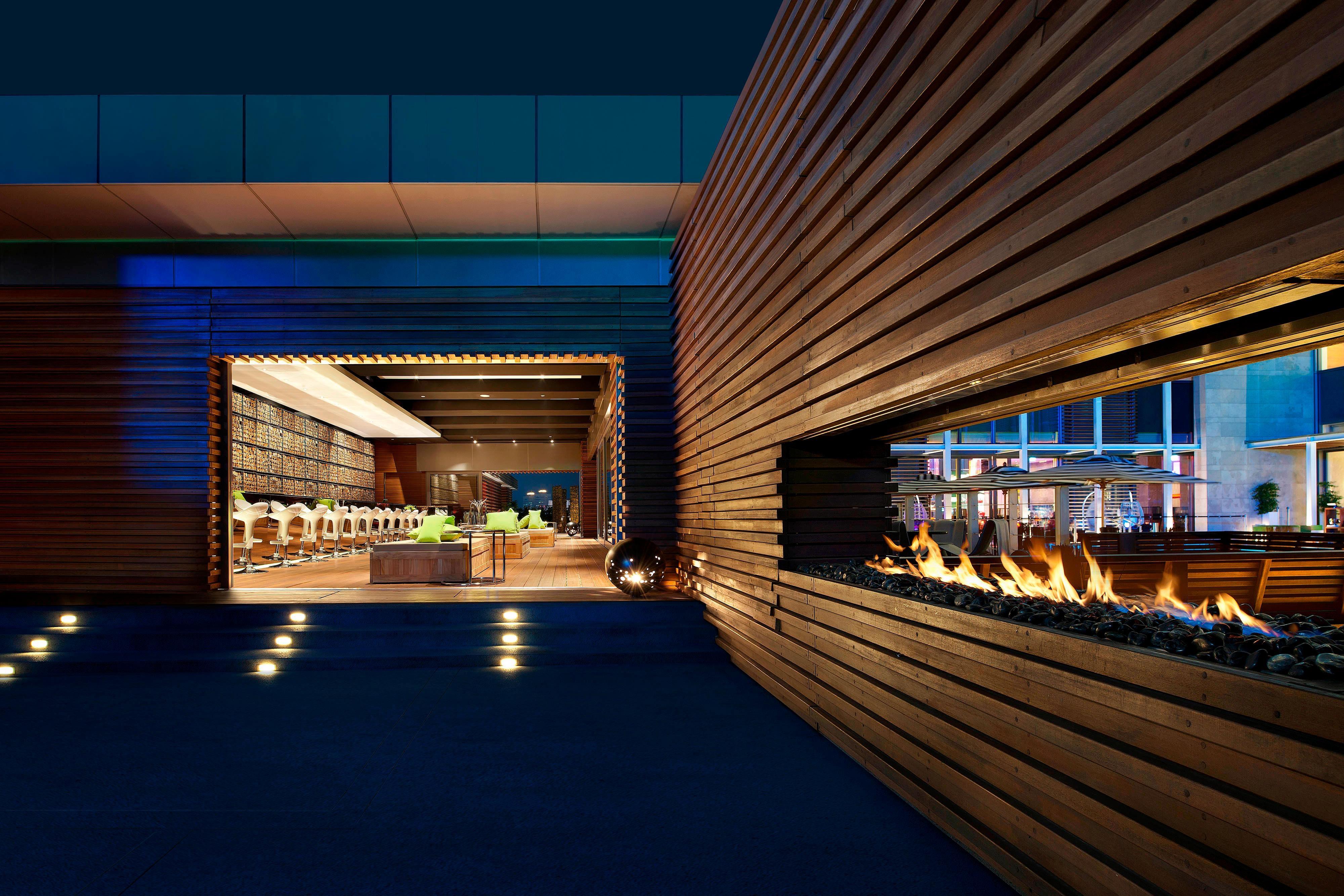 WET Bar―Fireplace