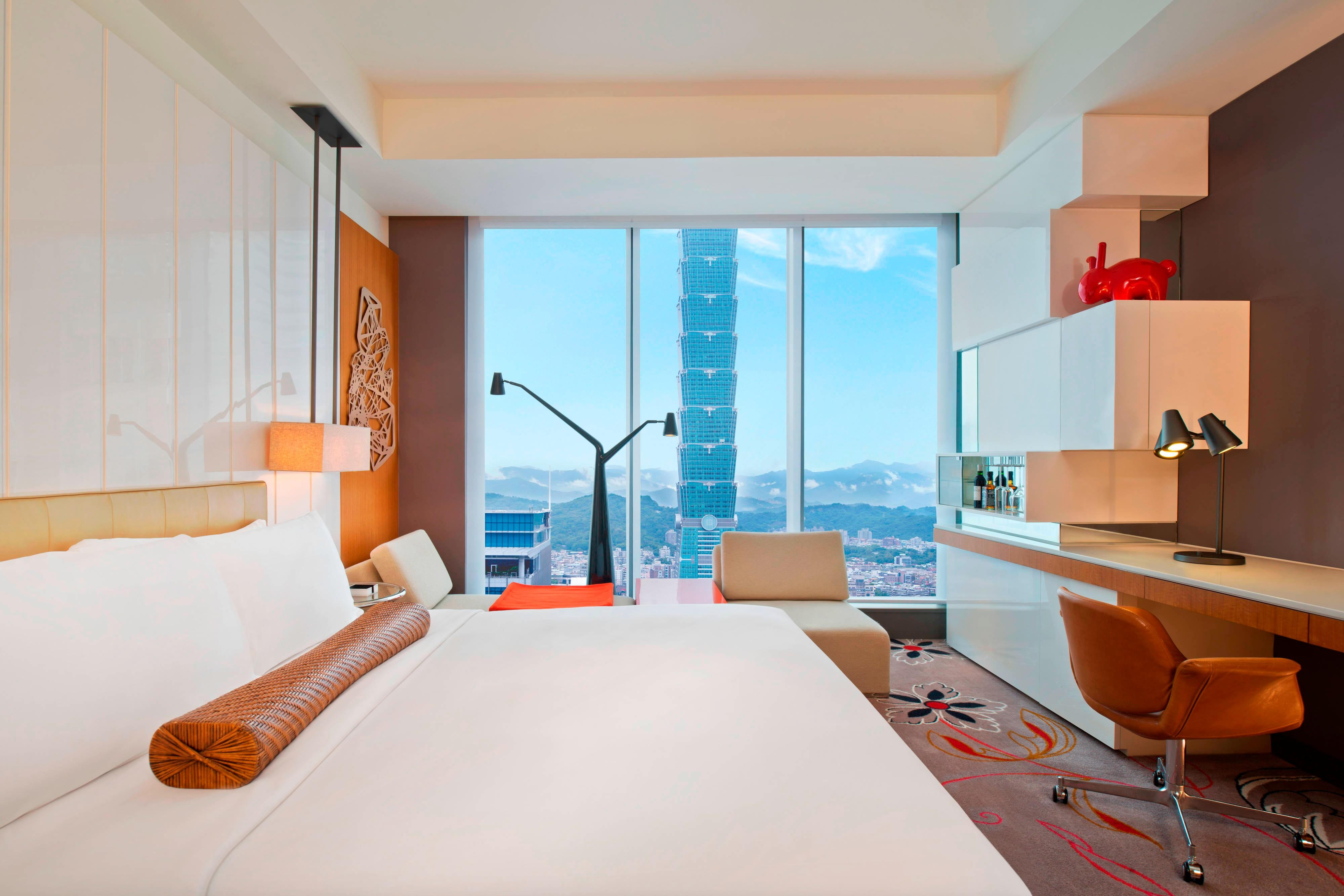 Spectacular Guest Room With Taipei 101