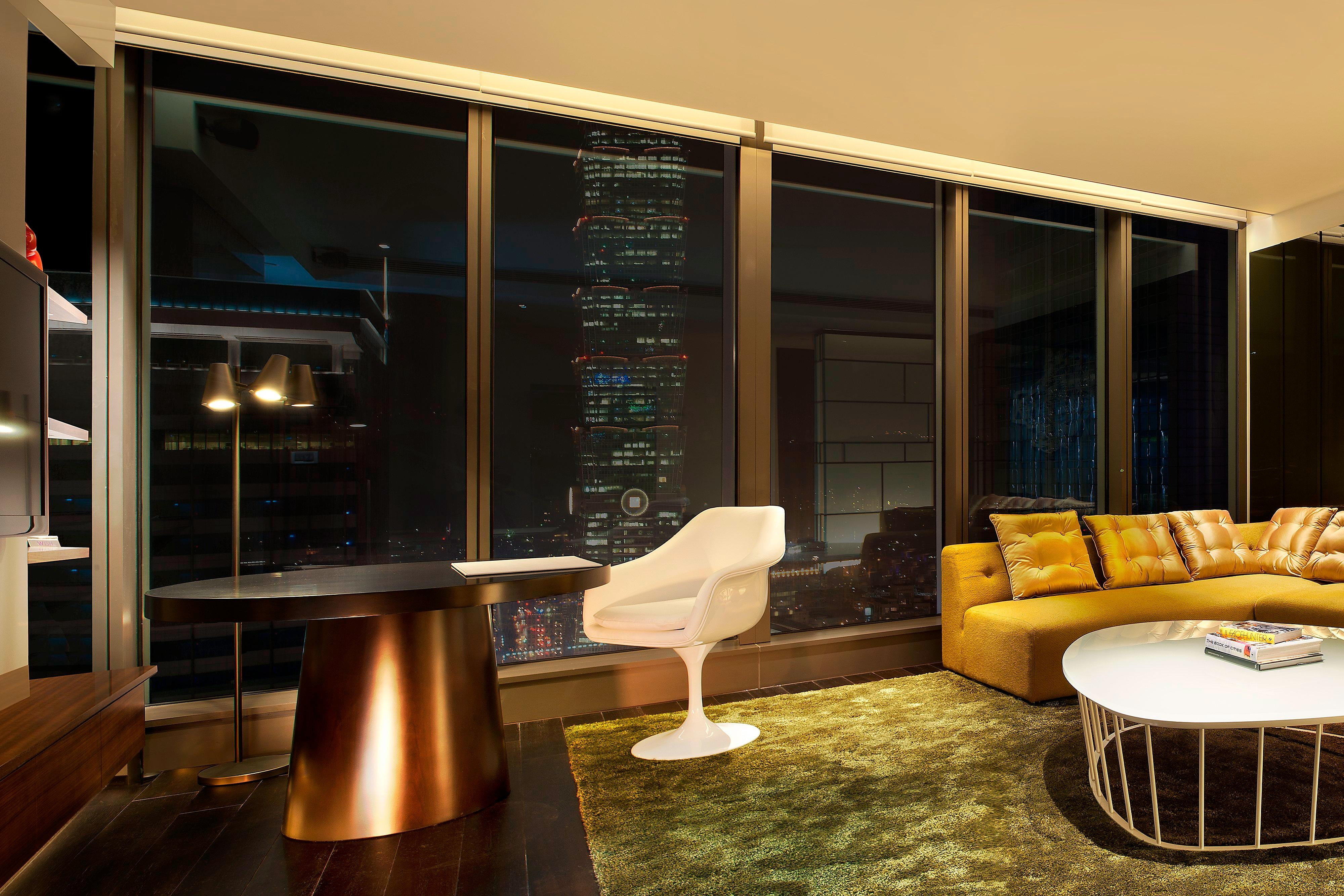 Fantastic Suite - Living Room