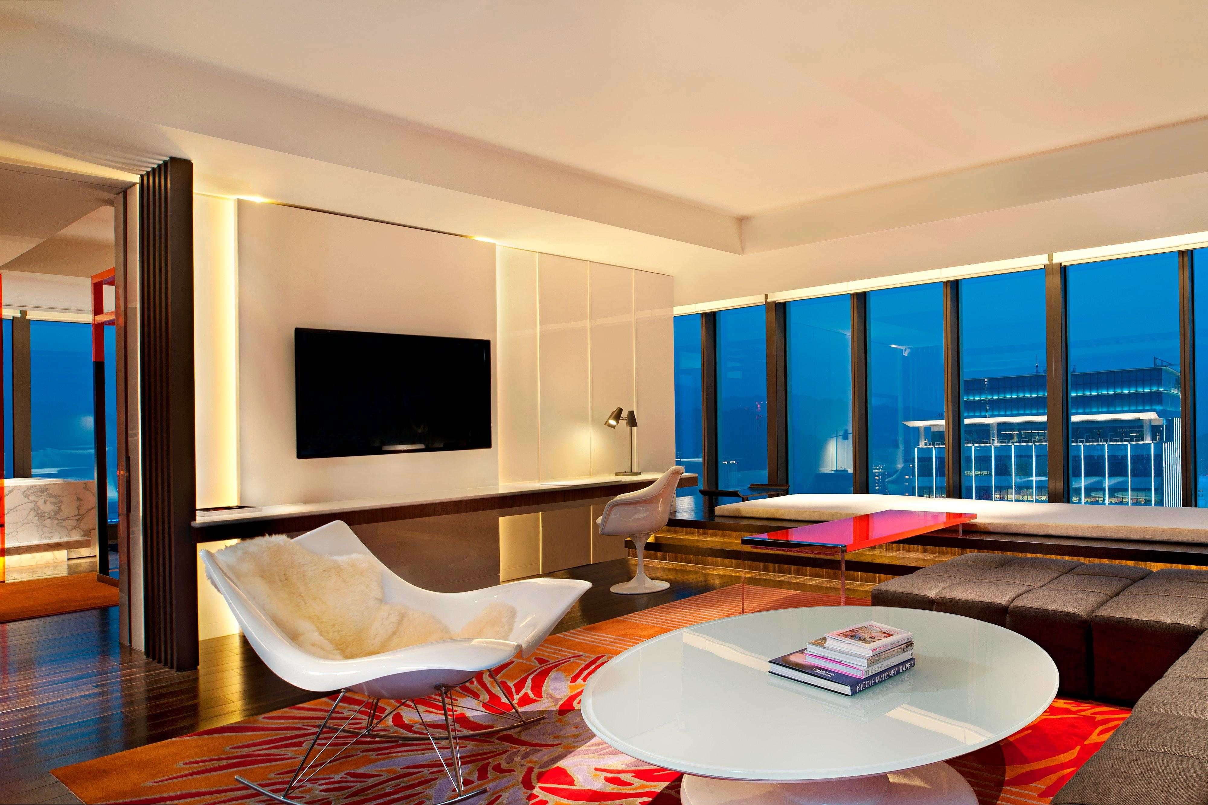 WOW Suite─Living Room