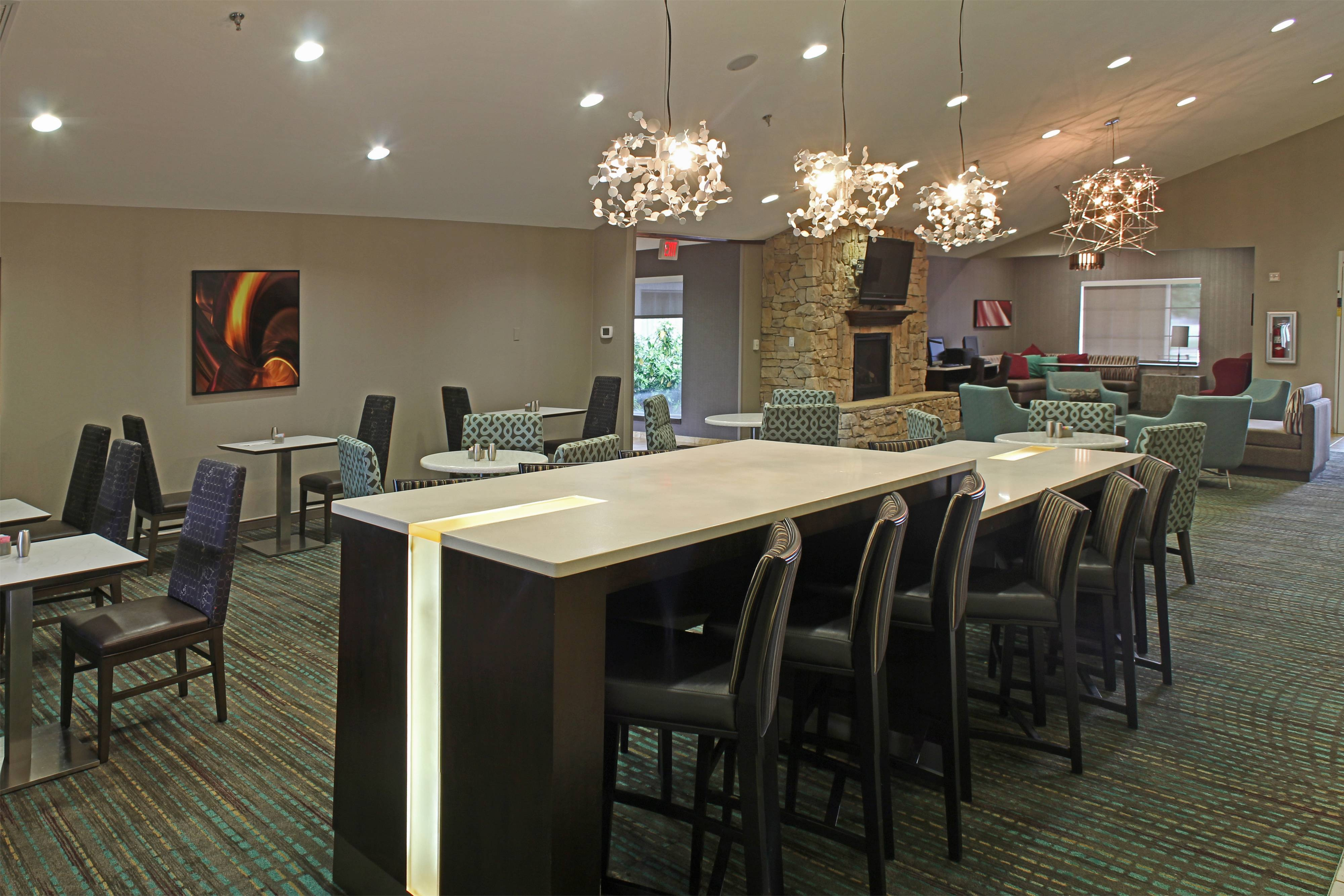 Temple Texas Hotel Breakfast Seating Area
