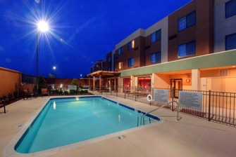 Outdoor Pool – Johnson City Courtyard