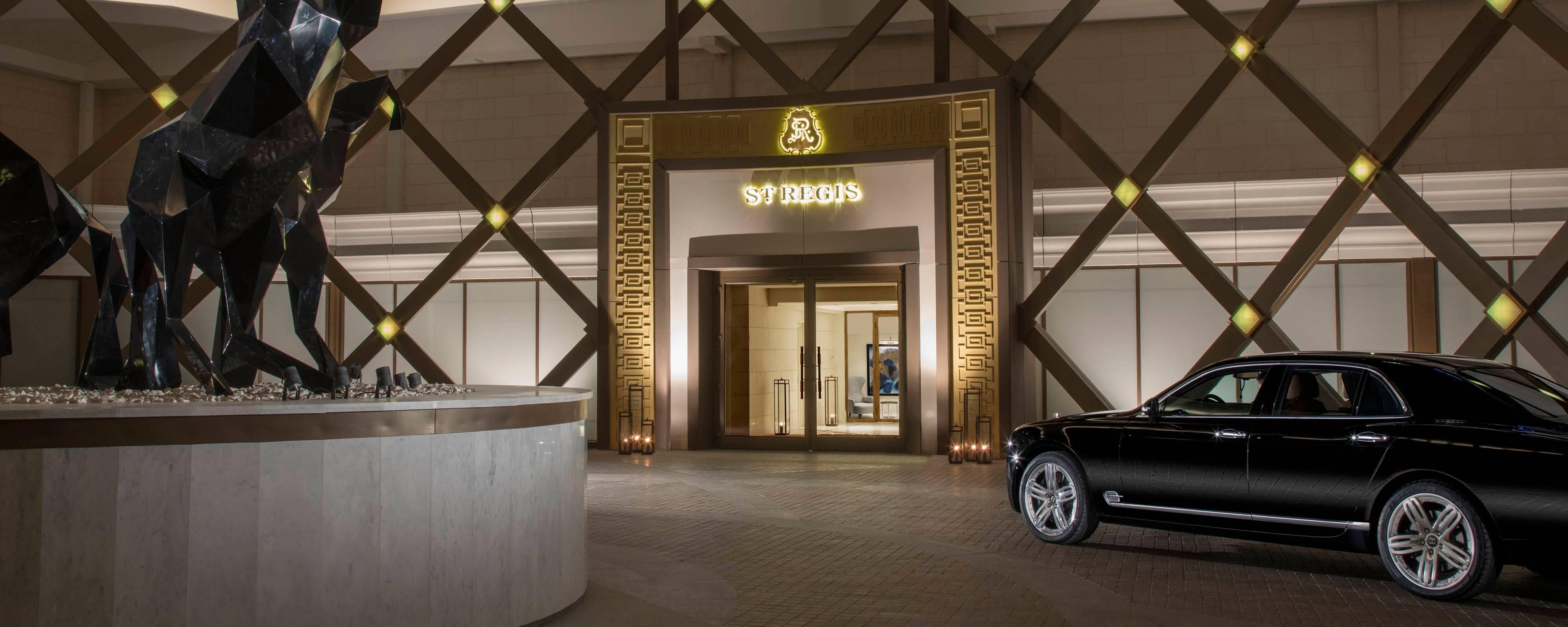 Вход в отель в виде юрты