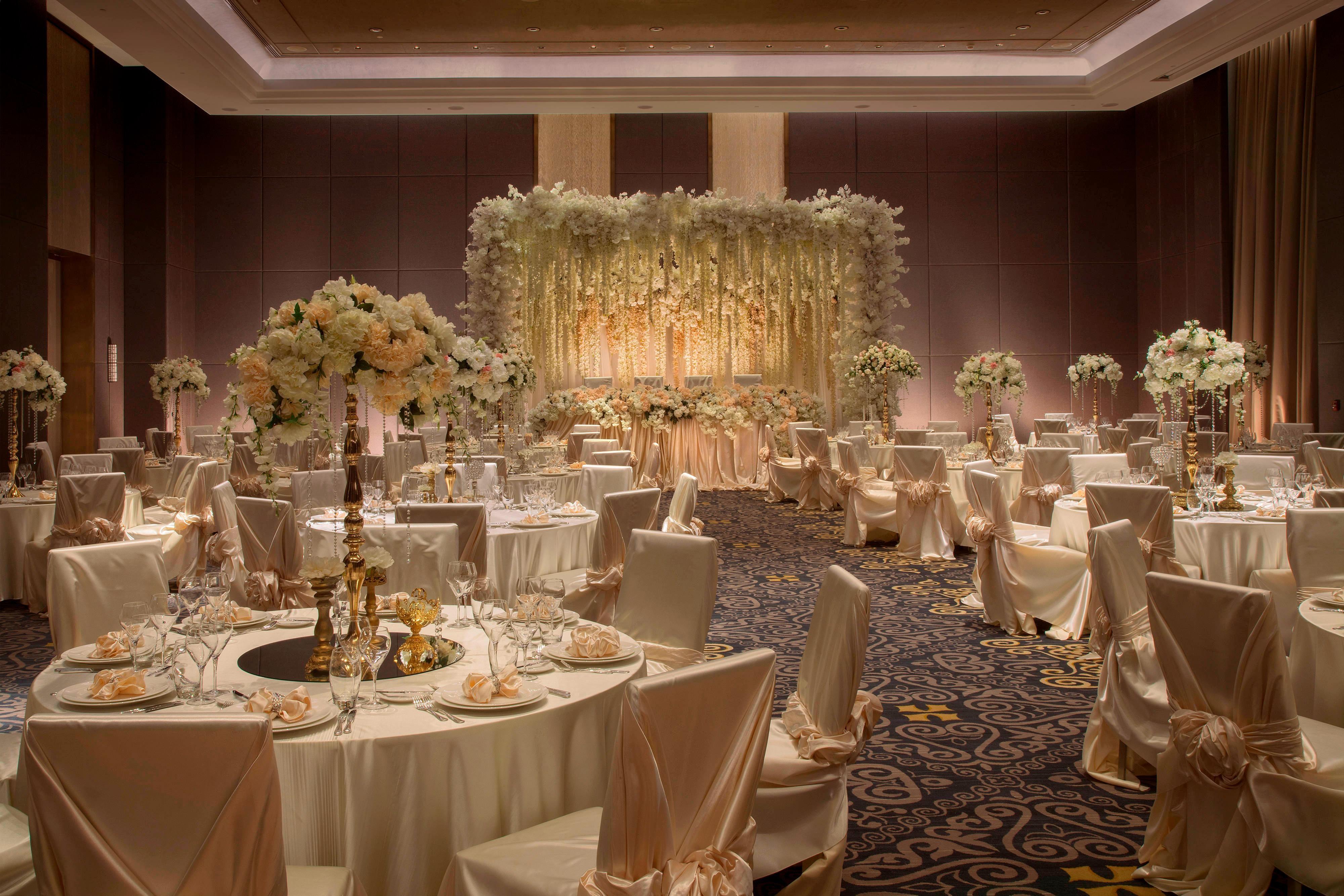 Бальный зал ‒ свадебный прием