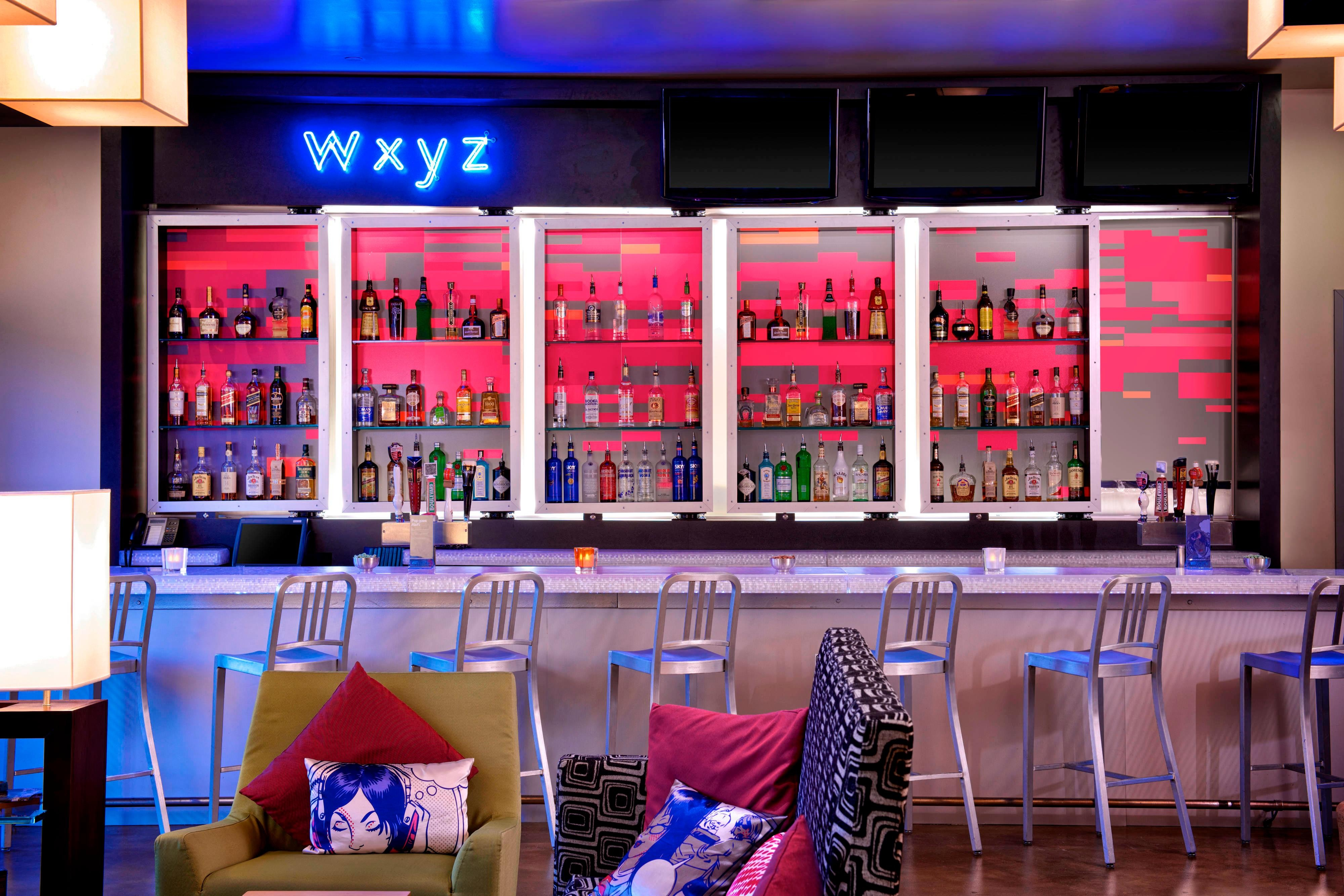 aloft w xyz Bar