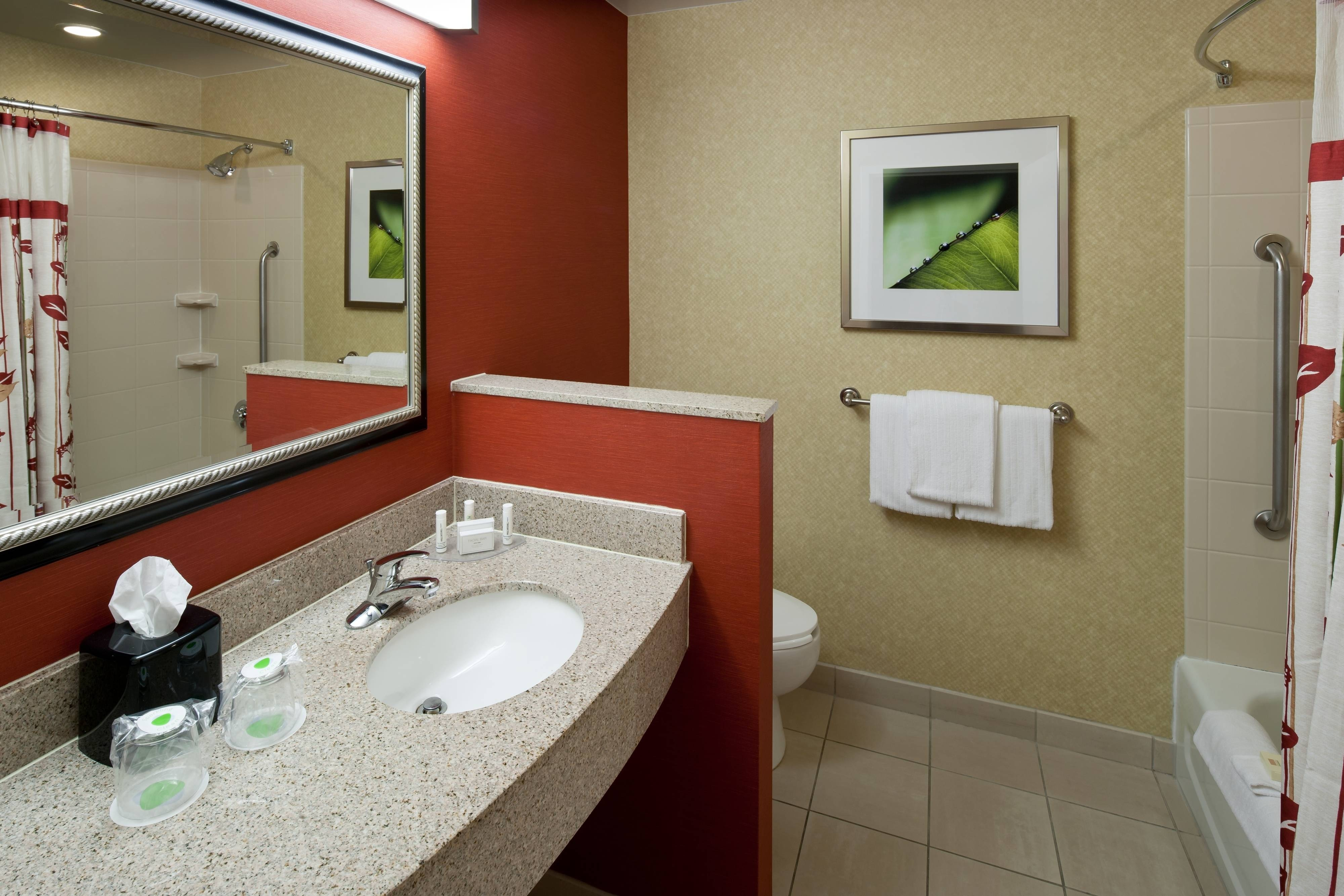 Bathroom – Texarkana, TX hotels
