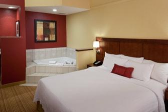Whirlpool Guest Room – Texarkana, TX