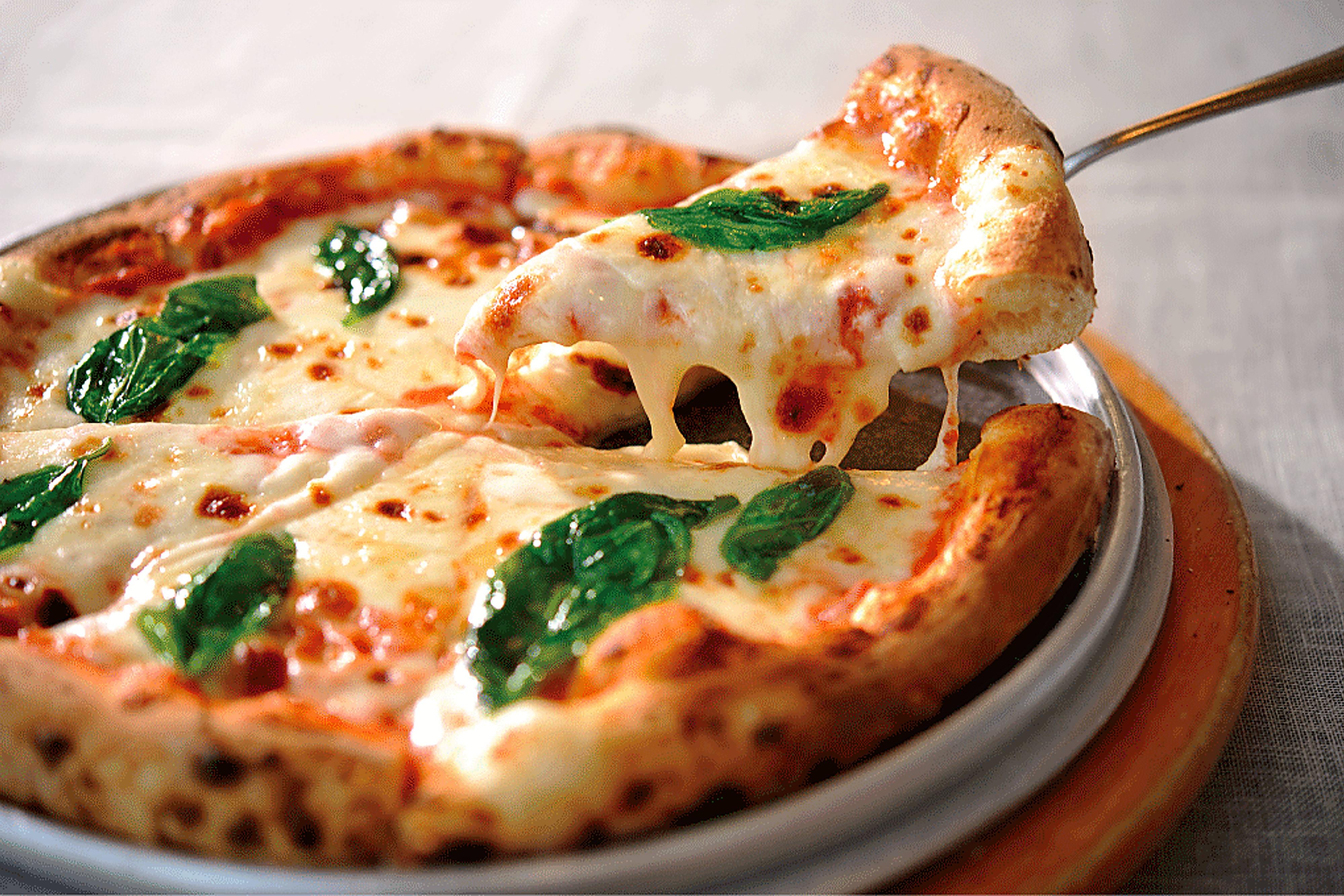 「グランカフェ」のピザ