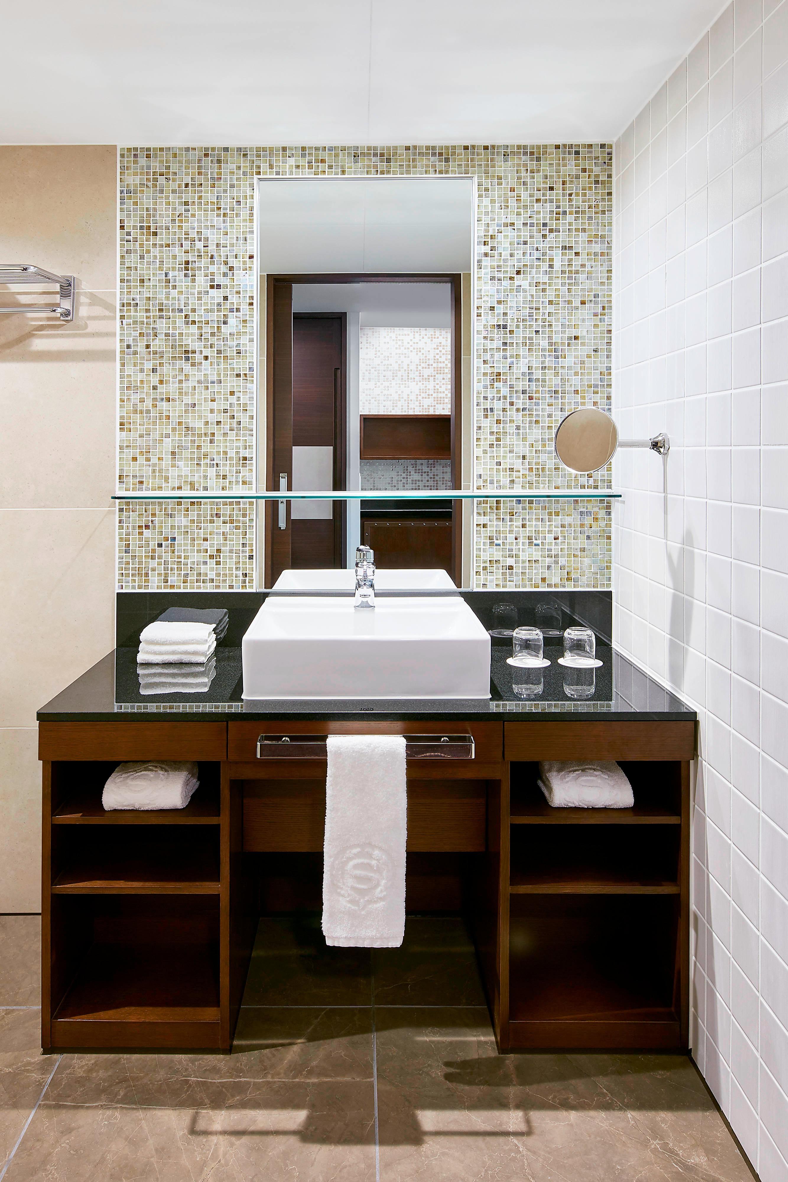 Sheraton Club Room Bathroom