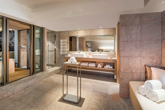 SHIROSUMIRE King Premium Bathroom