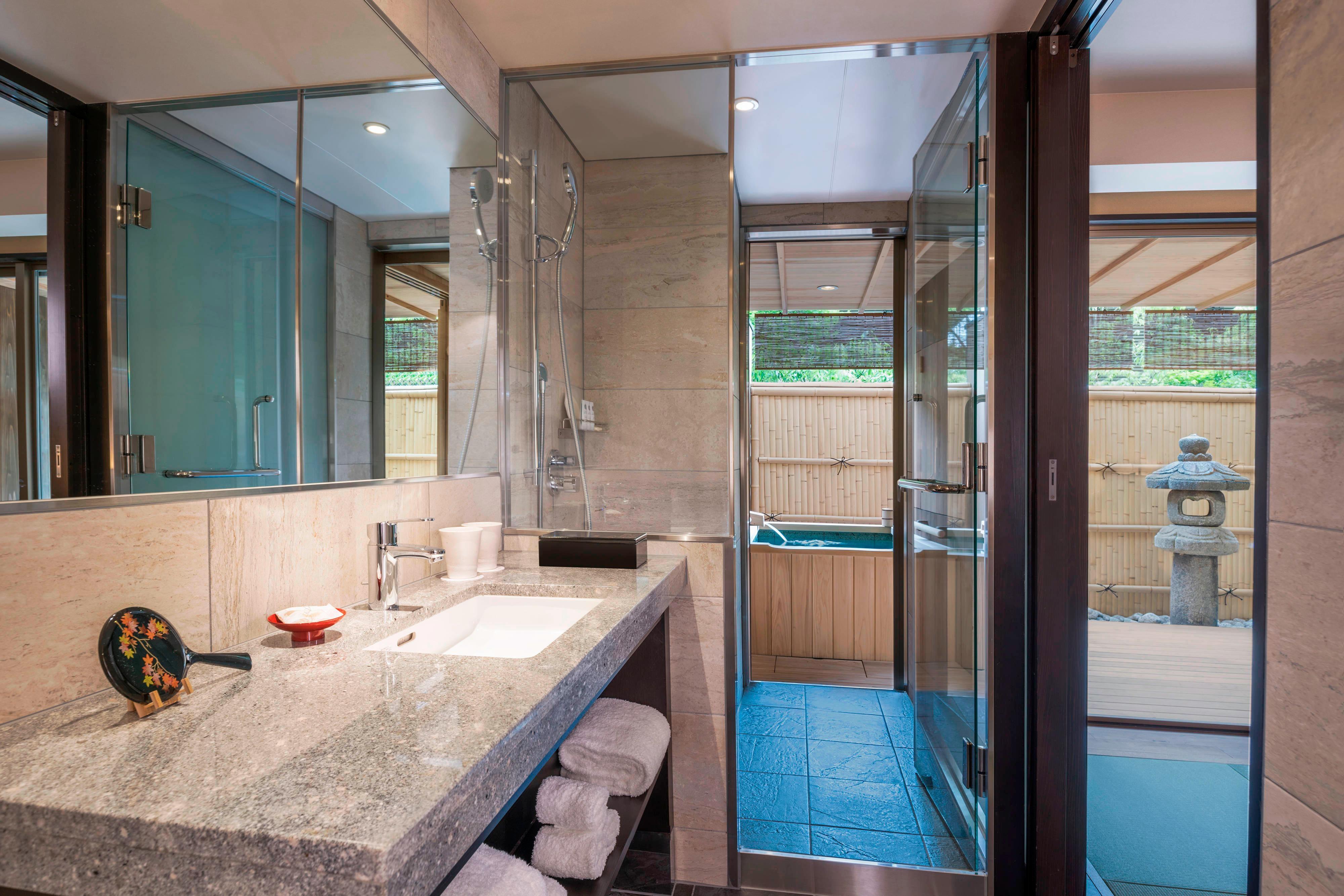 YUZUNOHA Deluxe Room Bathroom