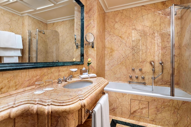 Luxury Lagoon View Bathroom Palazzo Danieli Excelsior