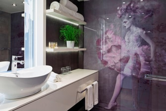 Bathroom at Renaissance Wien Hotel