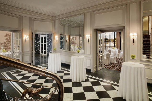 Banquet Floor - Foyer