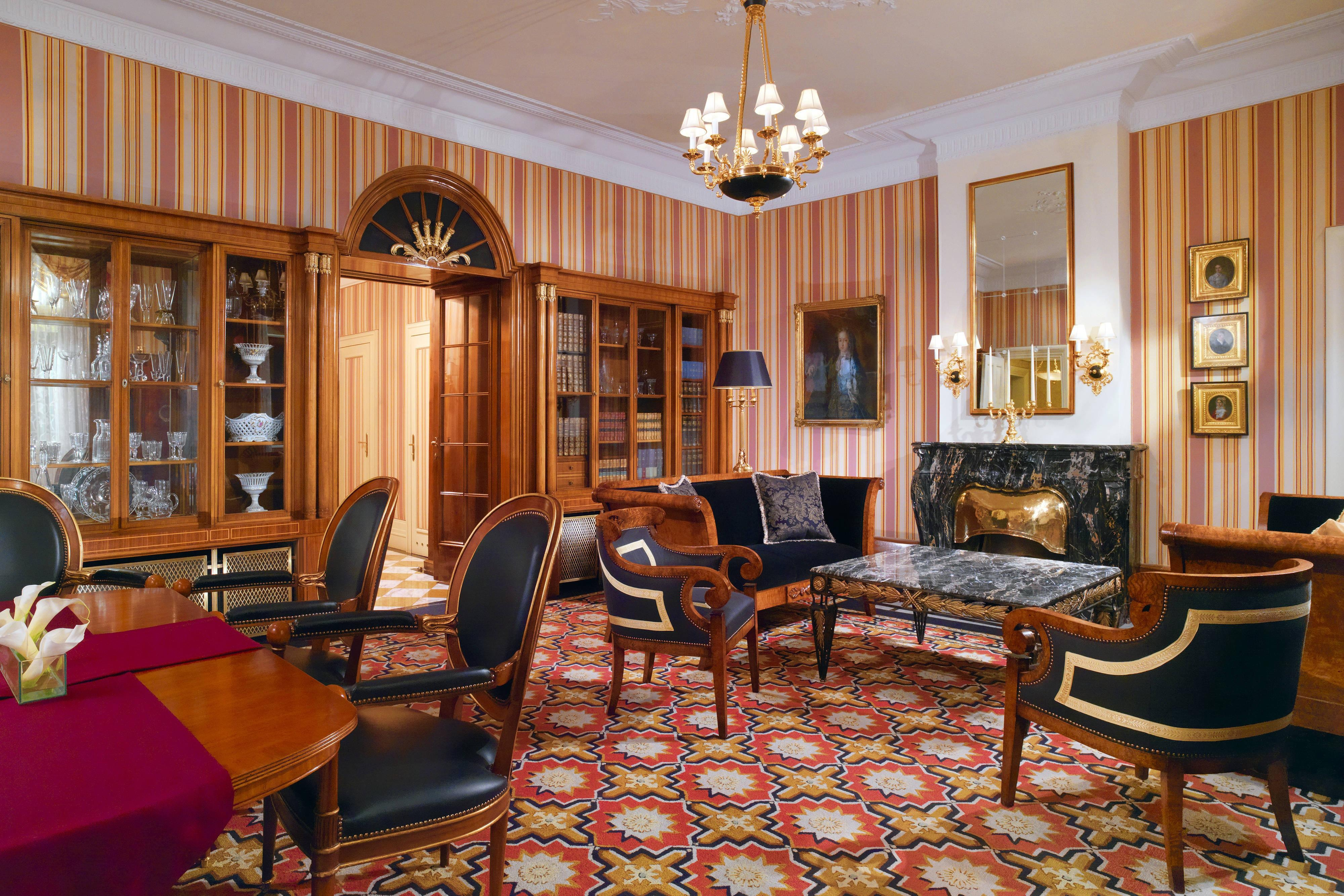 Prince of Wales Suite - Library