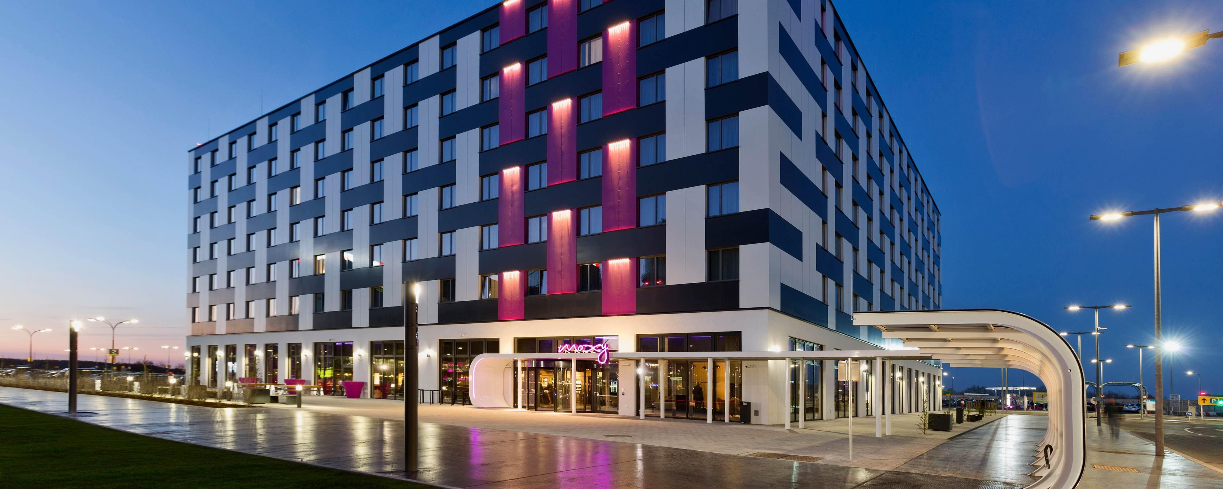 Vienna Airport Hotel With Chic, Modern Style | Moxy