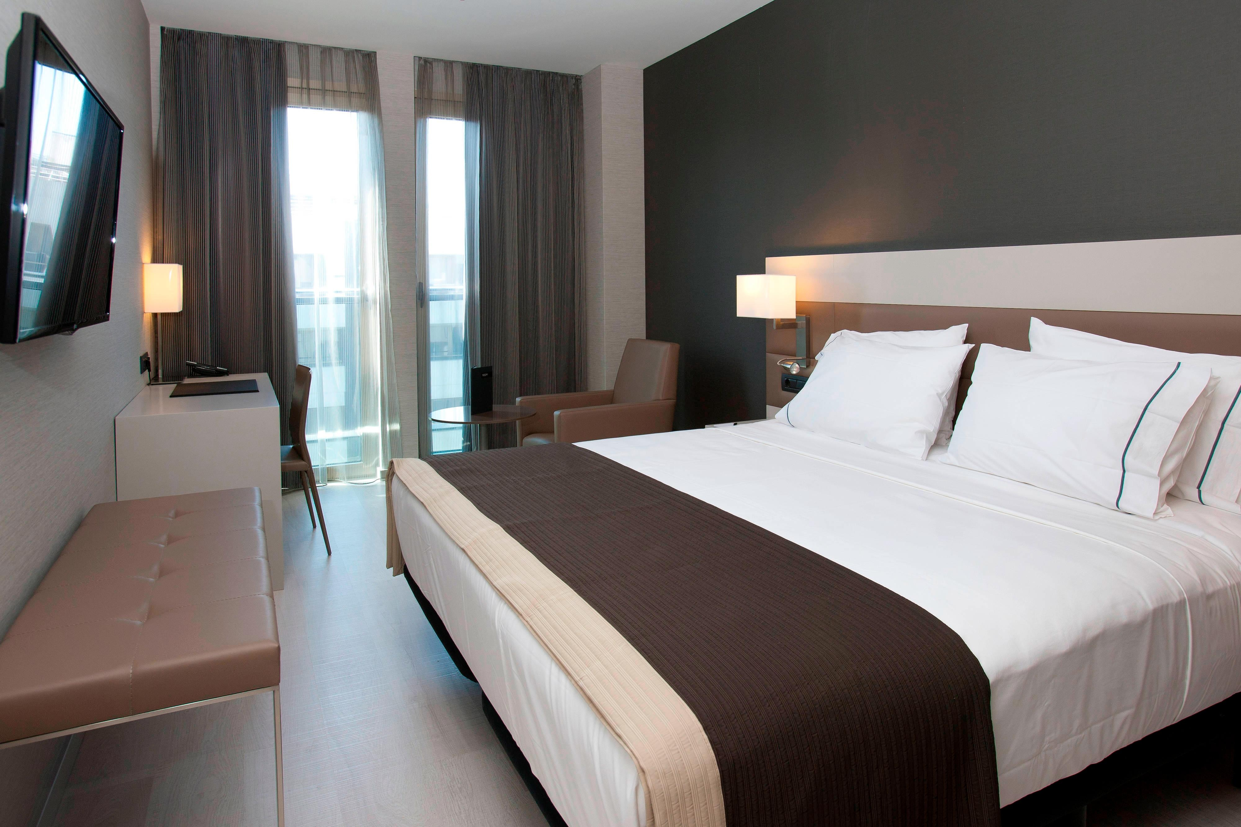 Free minibar and Wifi in Suite rooms