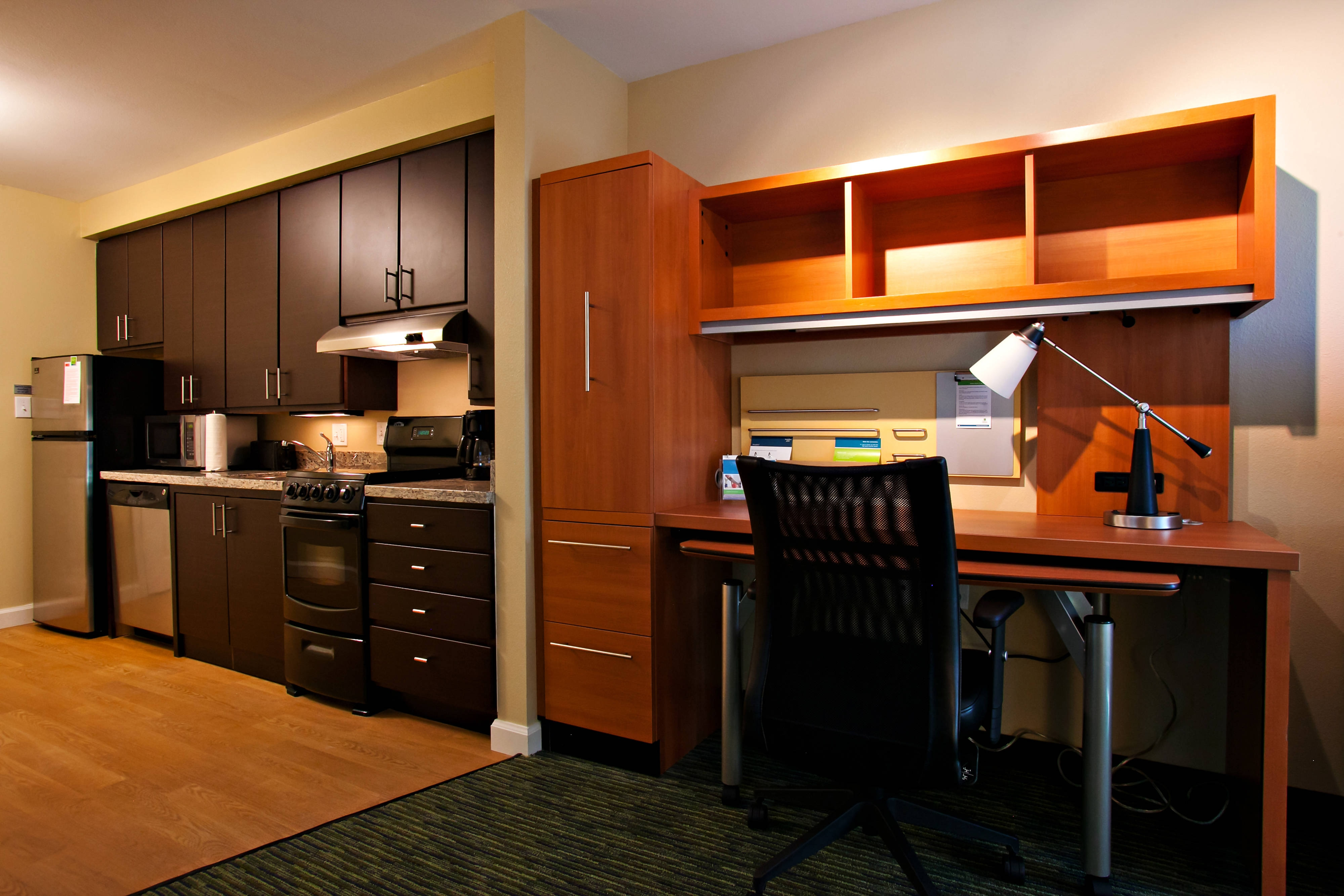 Suite – Work Desk & Kitchen