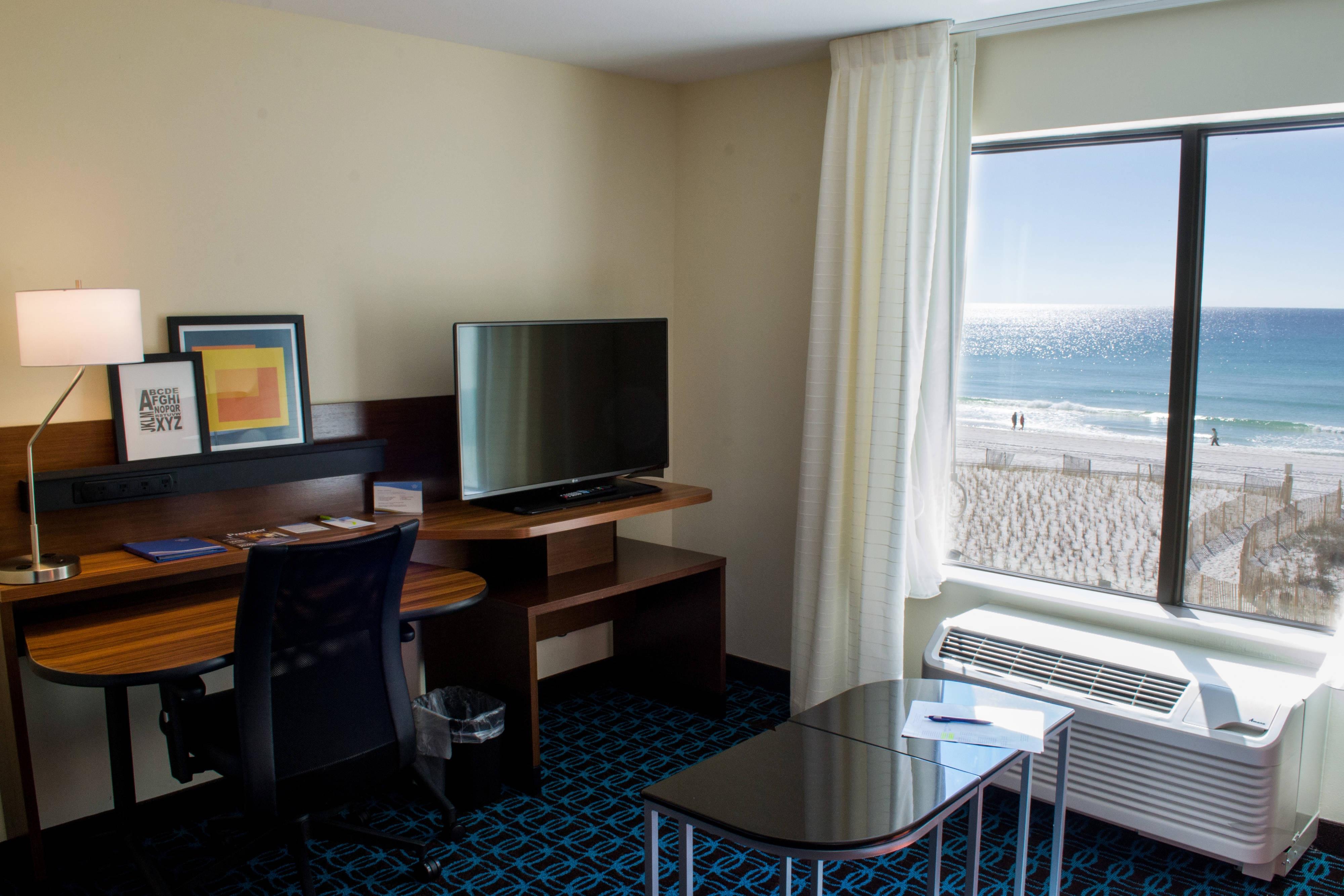 Suite mit zwei Queensize-Betten – Schreibtisch