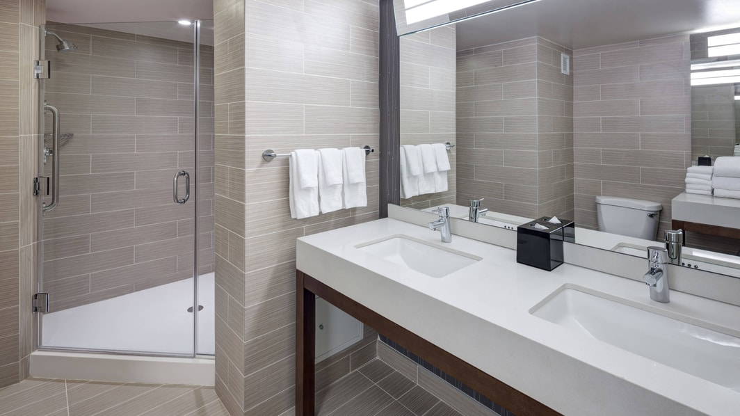 Fort Belvoir Hotel Suite Bathroom