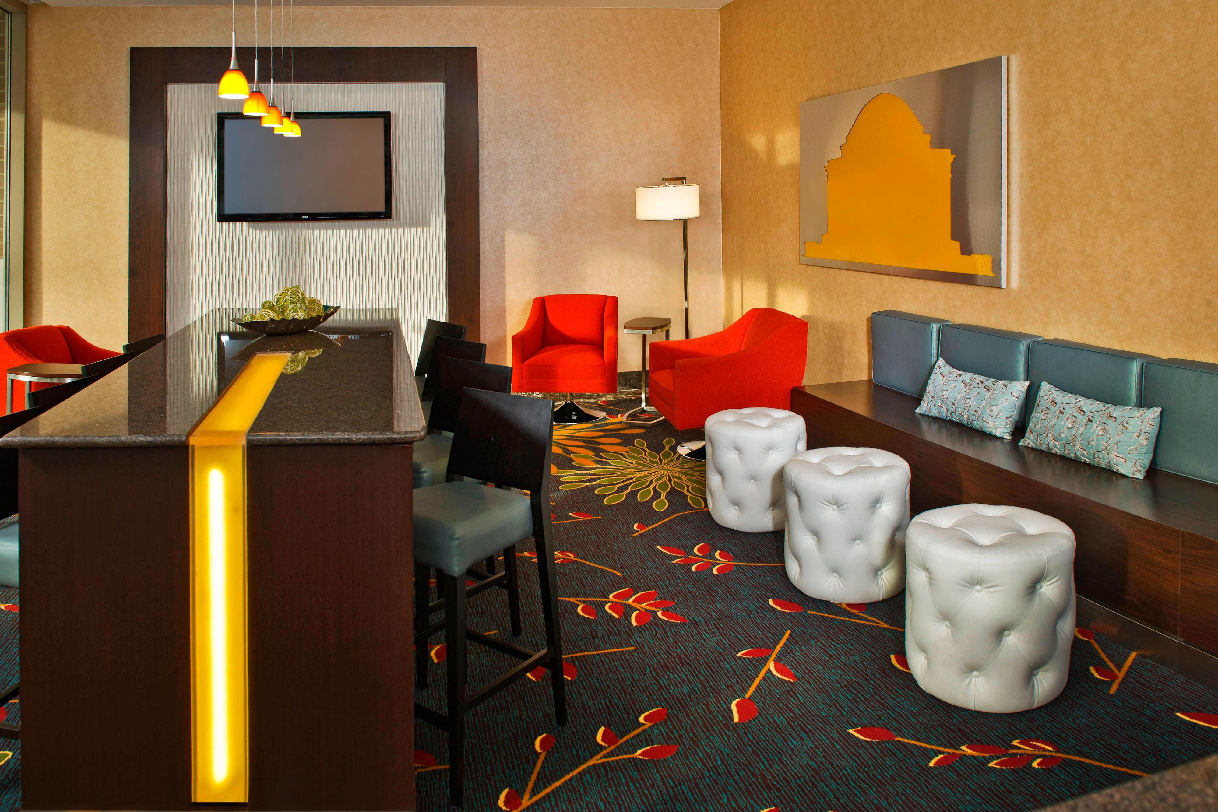 Residence Inn Bethesda Downtown Communal Table