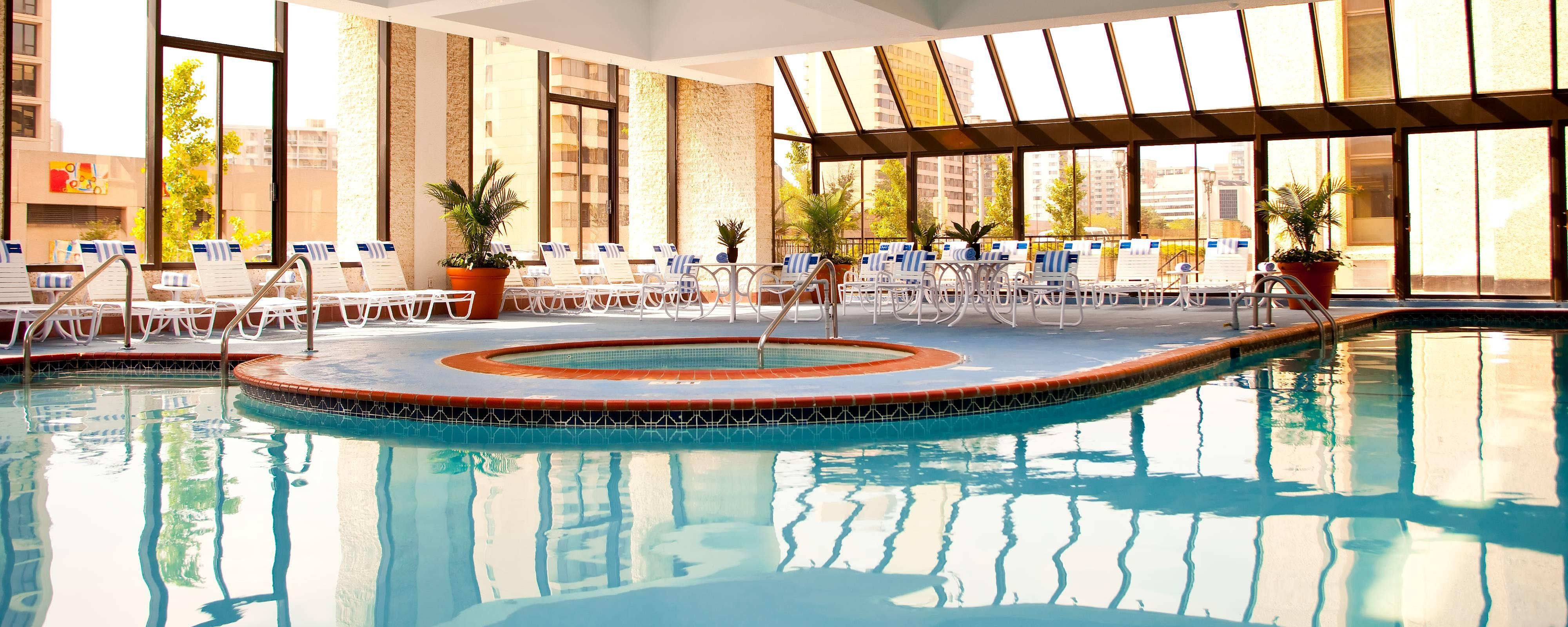 Pool des Crystal City Marriott Hotels