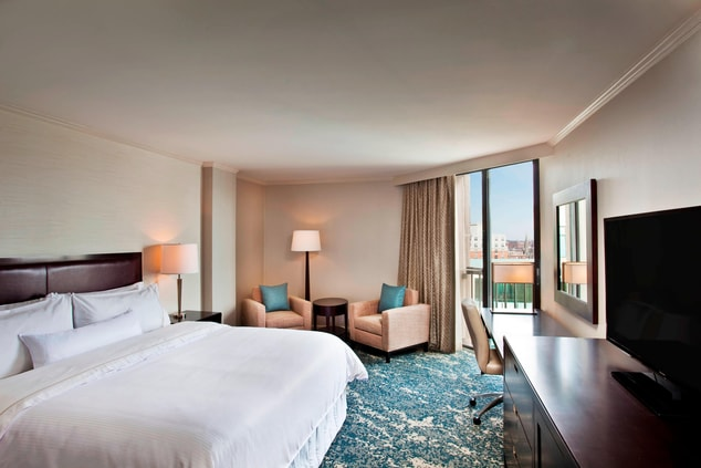 Traditional City View Guest Room King