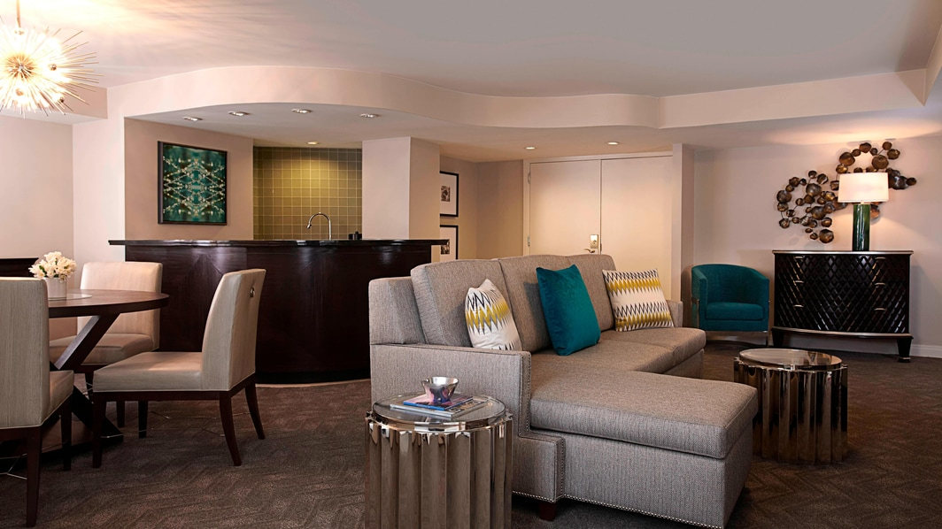 Wardman Park Center Tower Executive Suite - Living Area