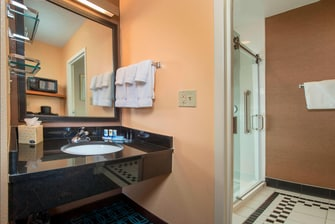 Fairfield Frederick Hotel Suite Bathroom