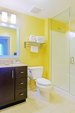 TownePlace Suites Frederick Hotel Bathroom