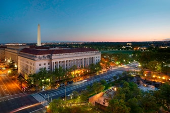 Hotel con vistas del monumento a Washington