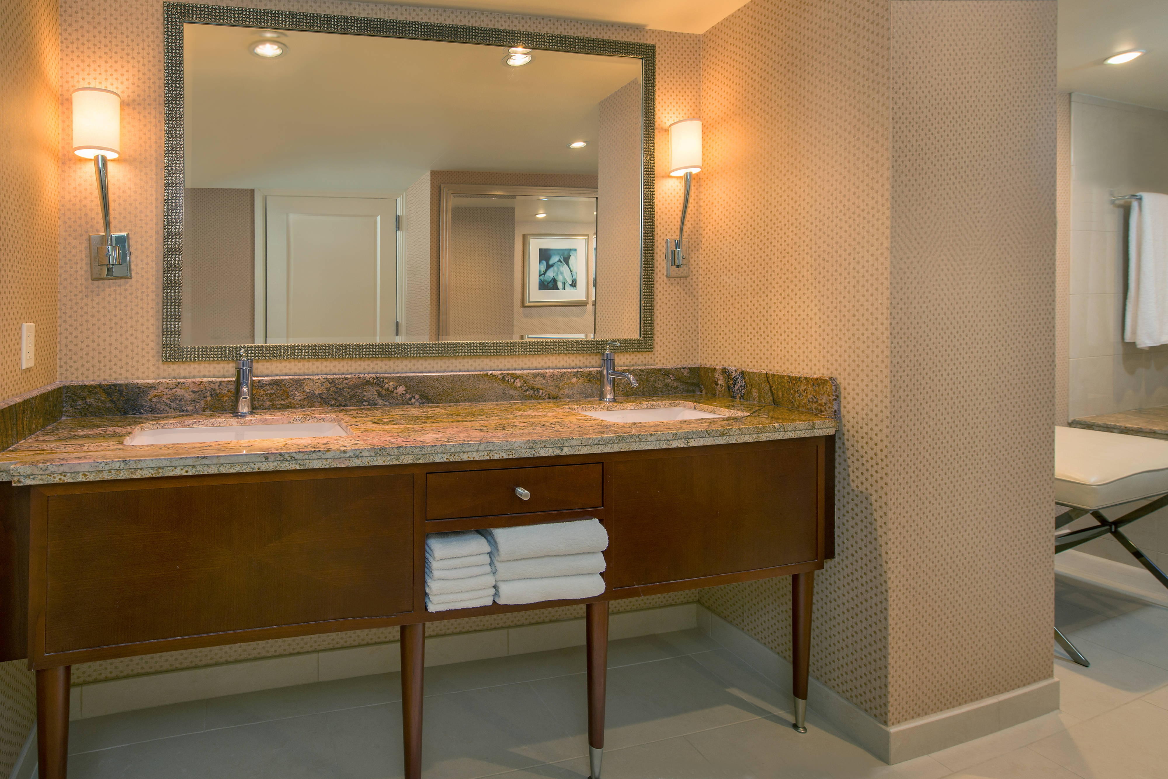 Washington DC presidential suite bathroom