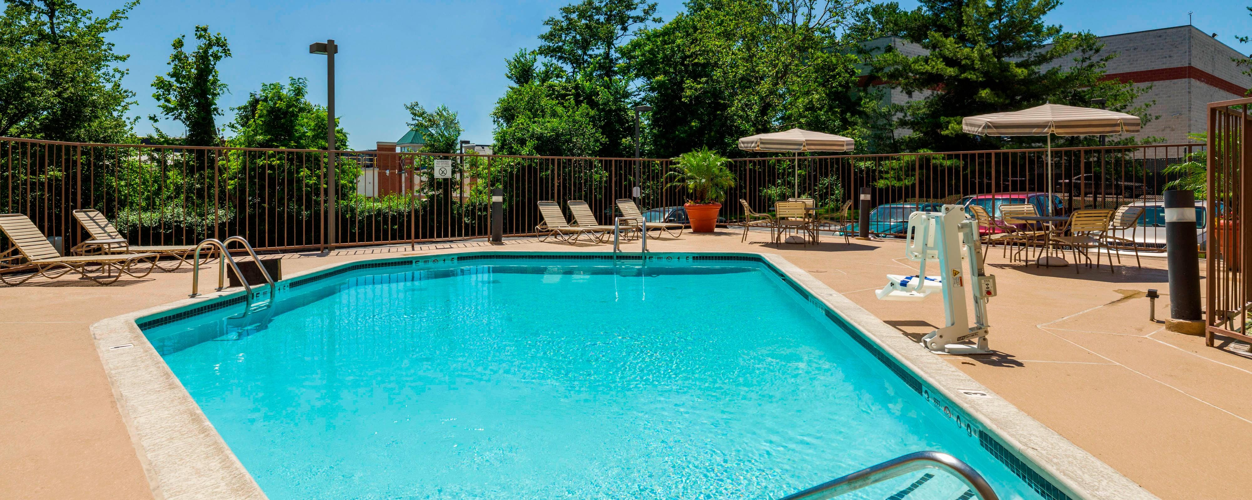 Laurel Maryland hotel with pool