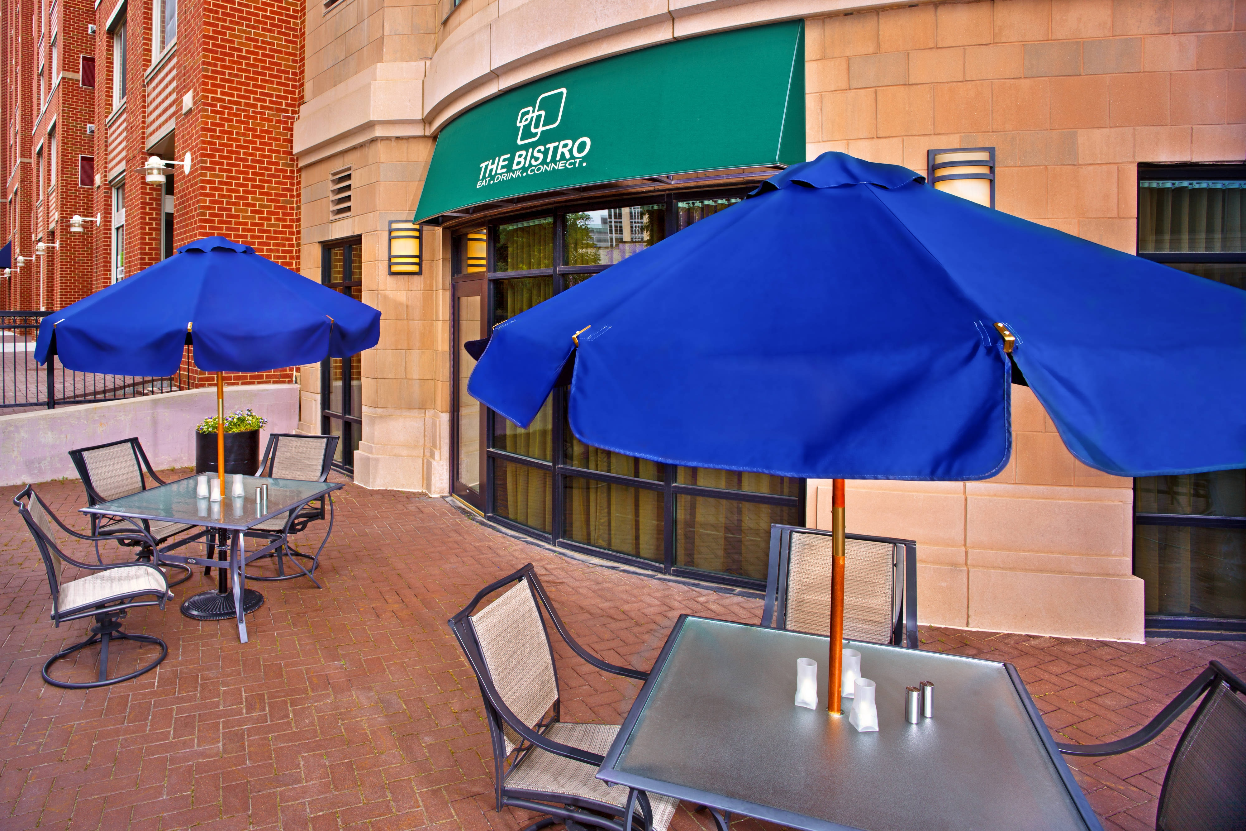 Washington DC hotel outdoor patio