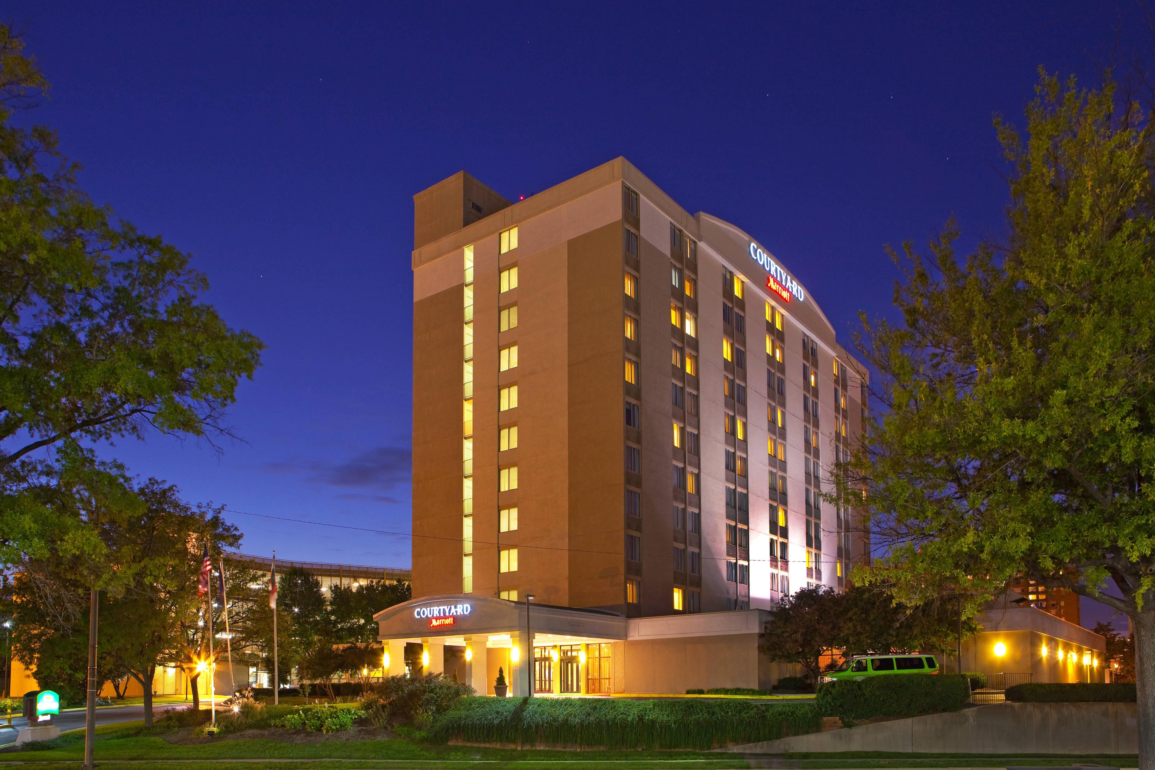 Alexandria, VA hotel exterior