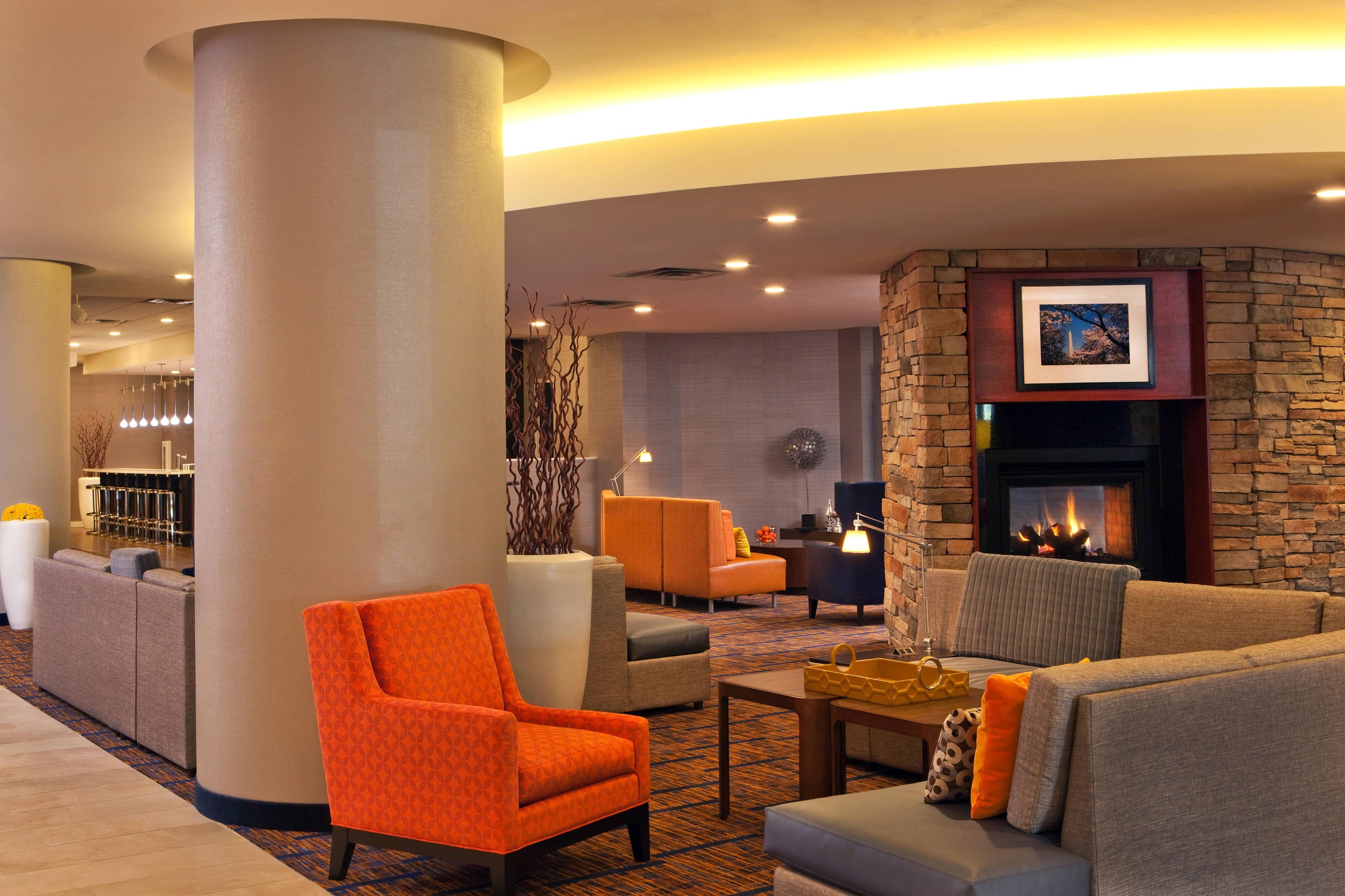 Alexandria, VA hotel lobby