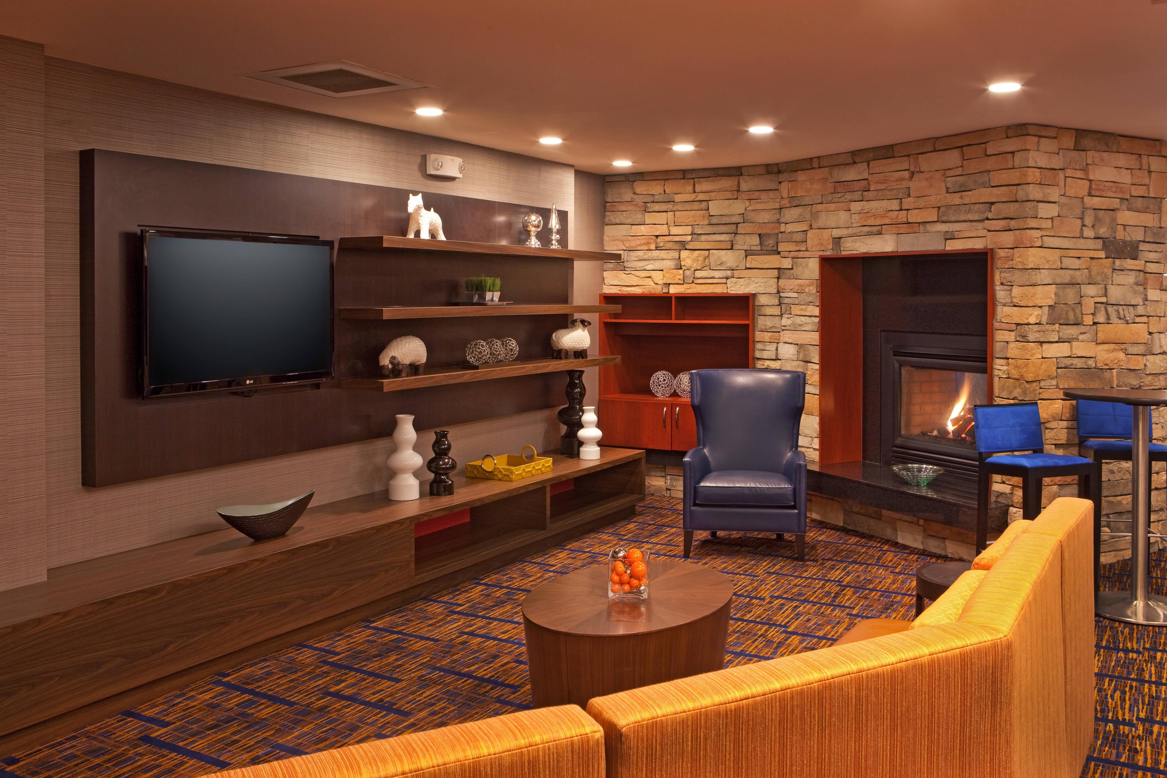 Alexandria, VA hotel lobby lounge