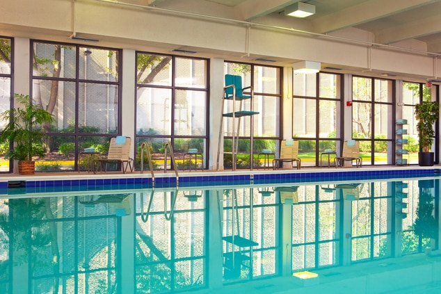 Hotel with pool Alexandria, VA