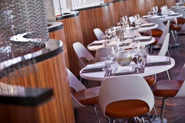 Crystal City hotel restaurant seating