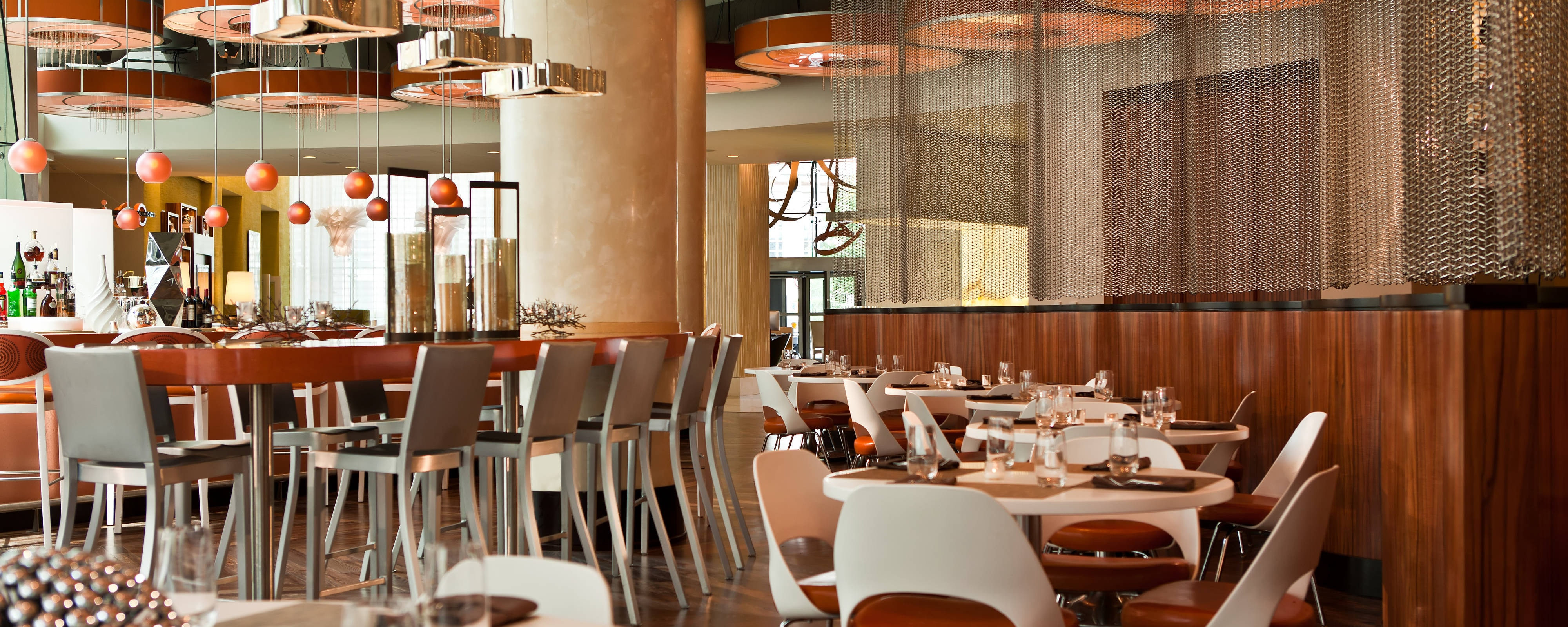 Crystal City Hotel Restaurant Arlington - Renaissance Arlington Capital View