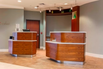 Woodbridge Virginia Hotel Front Desk